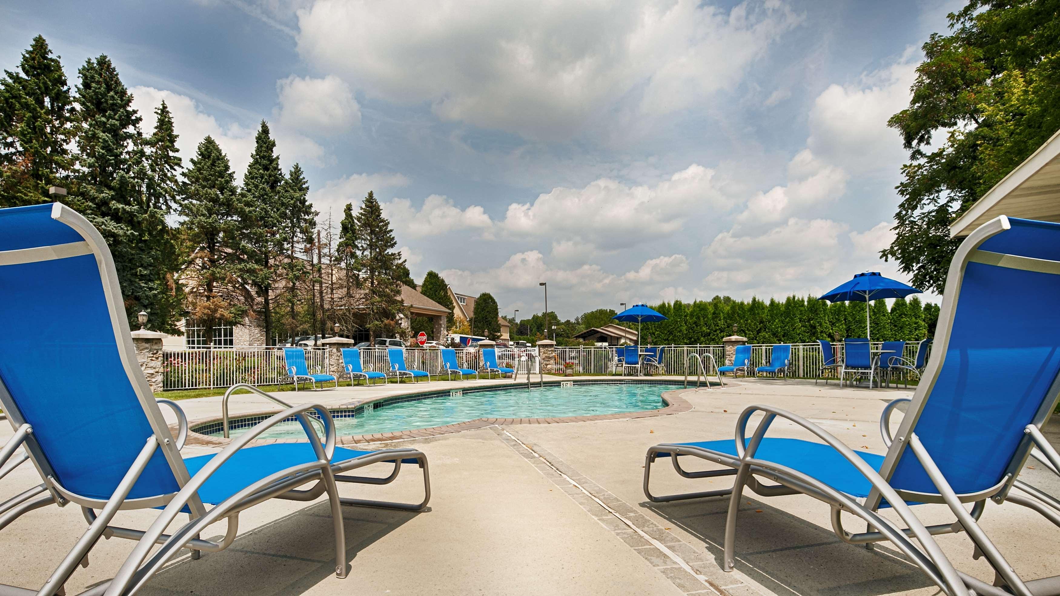 Best Western Plus Revere Inn & Suites image 4