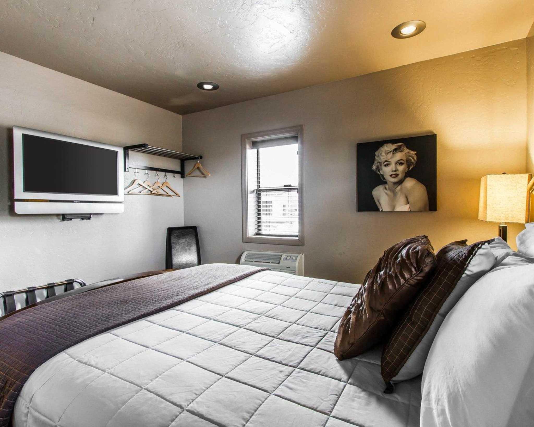 Rodeway Inn & Suites Downtowner-Rte 66 image 7