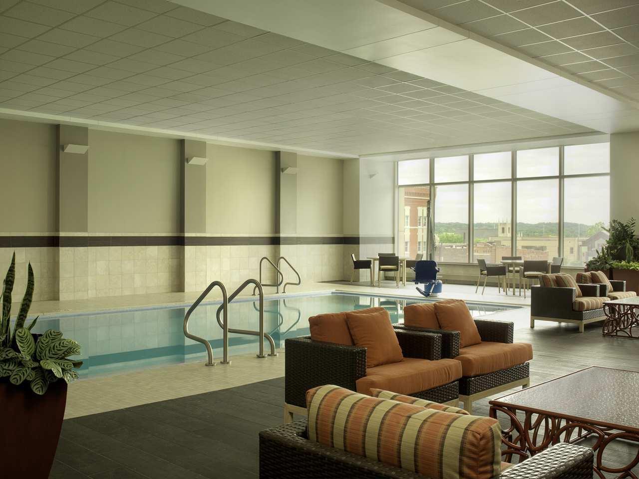 DoubleTree by Hilton Hotel Cedar Rapids Convention Complex image 4
