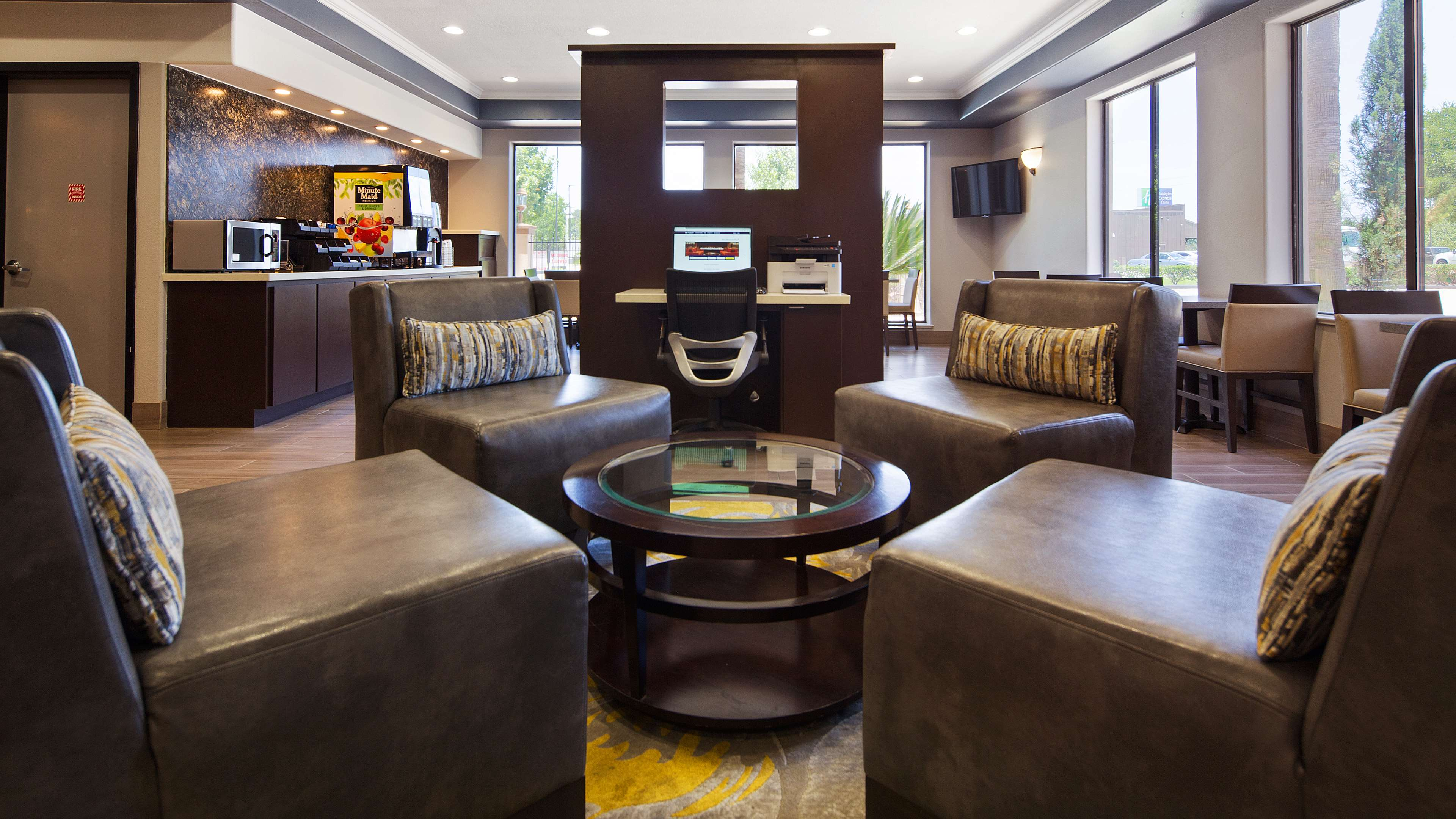 Best Western Plus North Houston Inn & Suites image 2