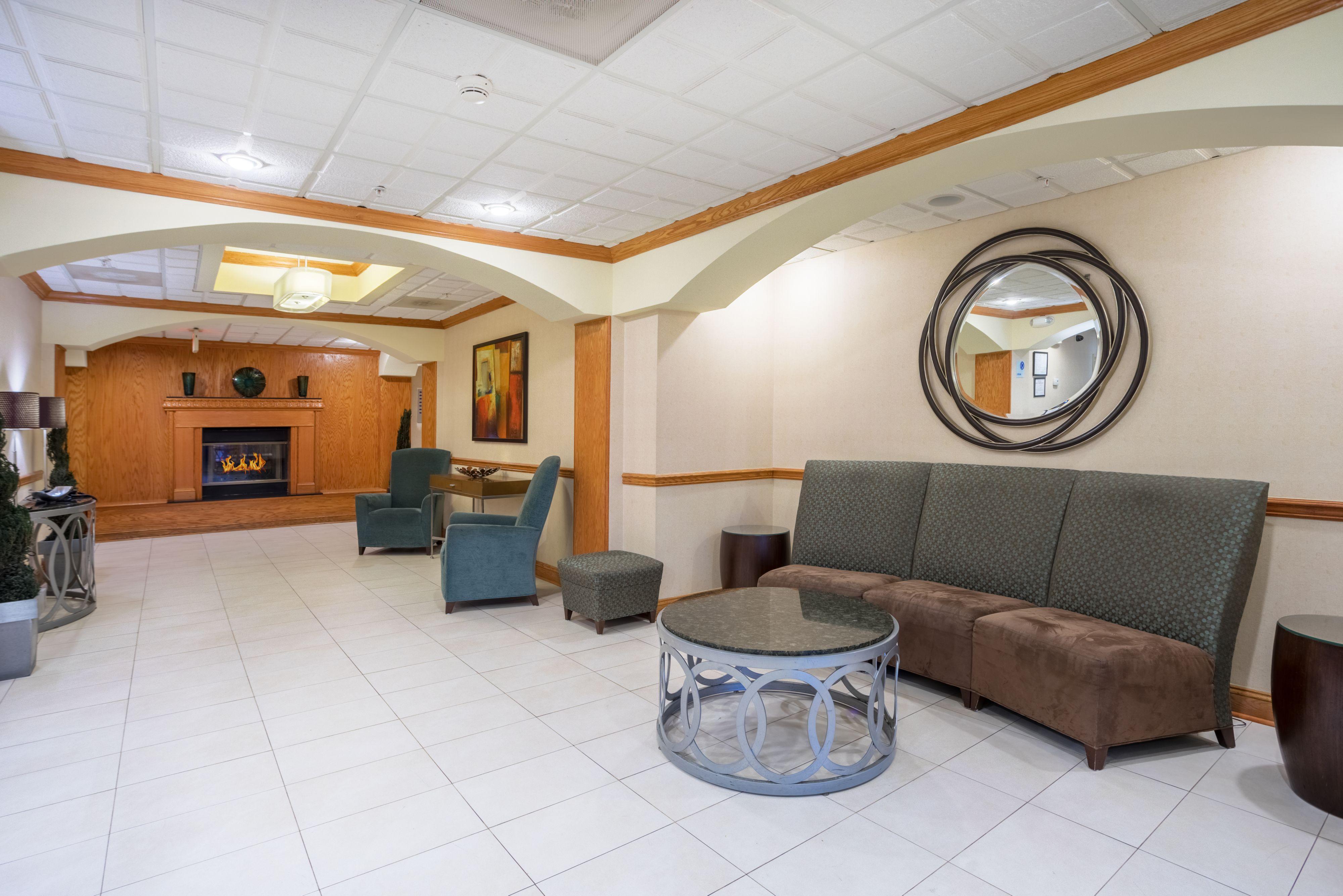 Holiday Inn Express & Suites Woodbridge image 4