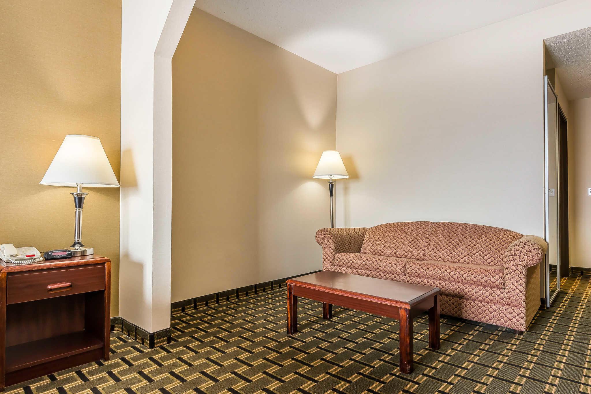 Comfort Inn Batavia-Darien - Amusement Park Area image 11