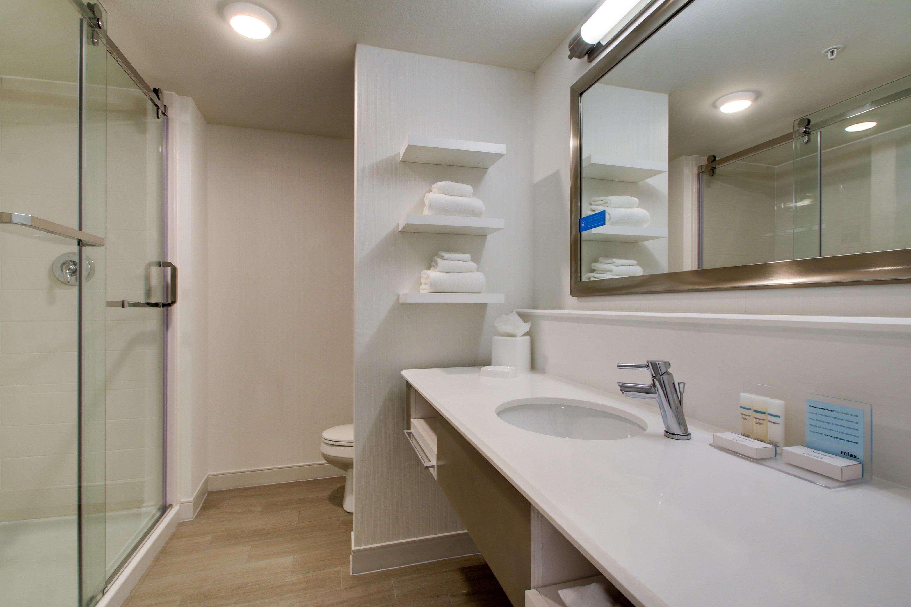 Hampton Inn & Suites Milwaukee West image 0