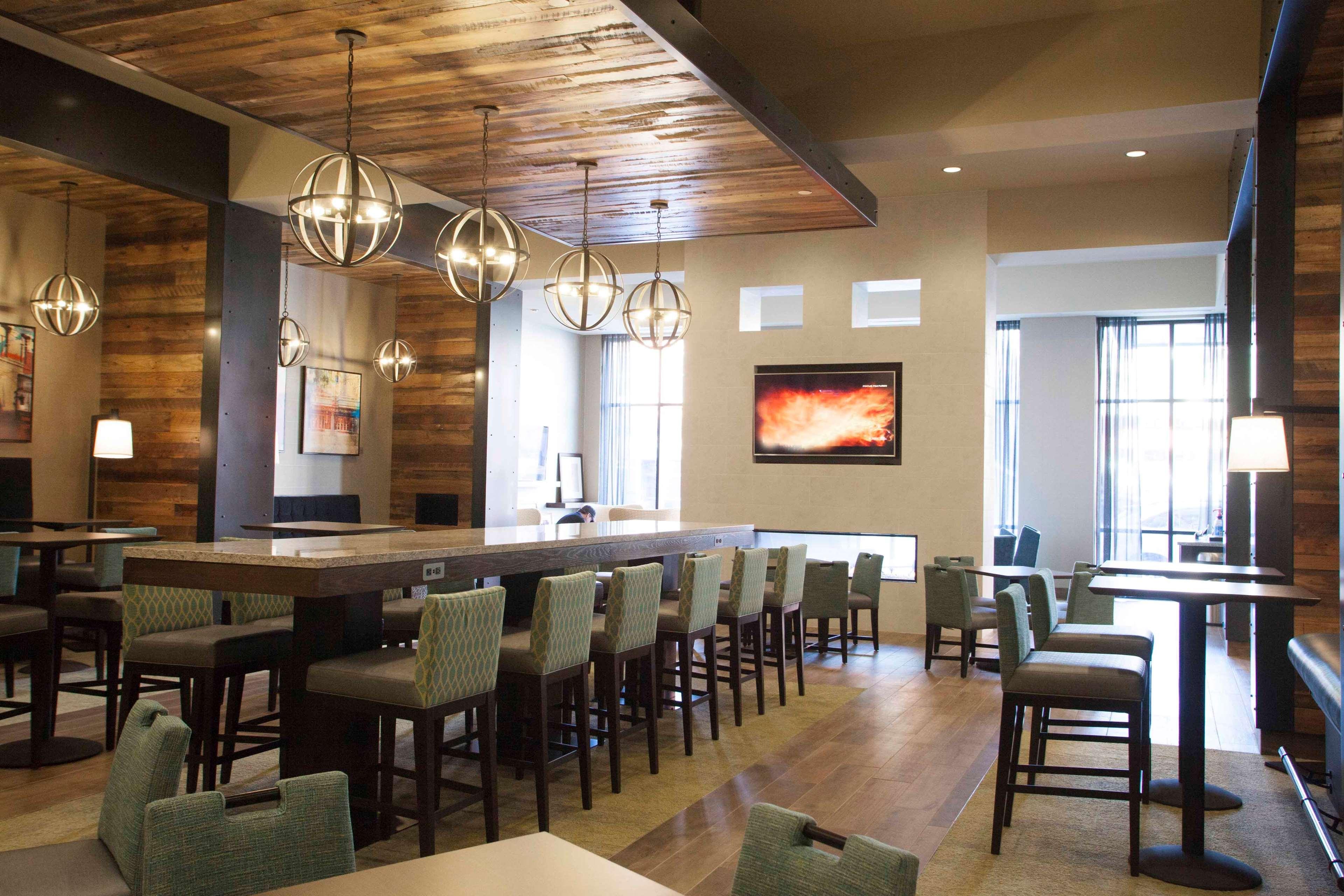 Hampton Inn & Suites Downtown St. Paul image 15