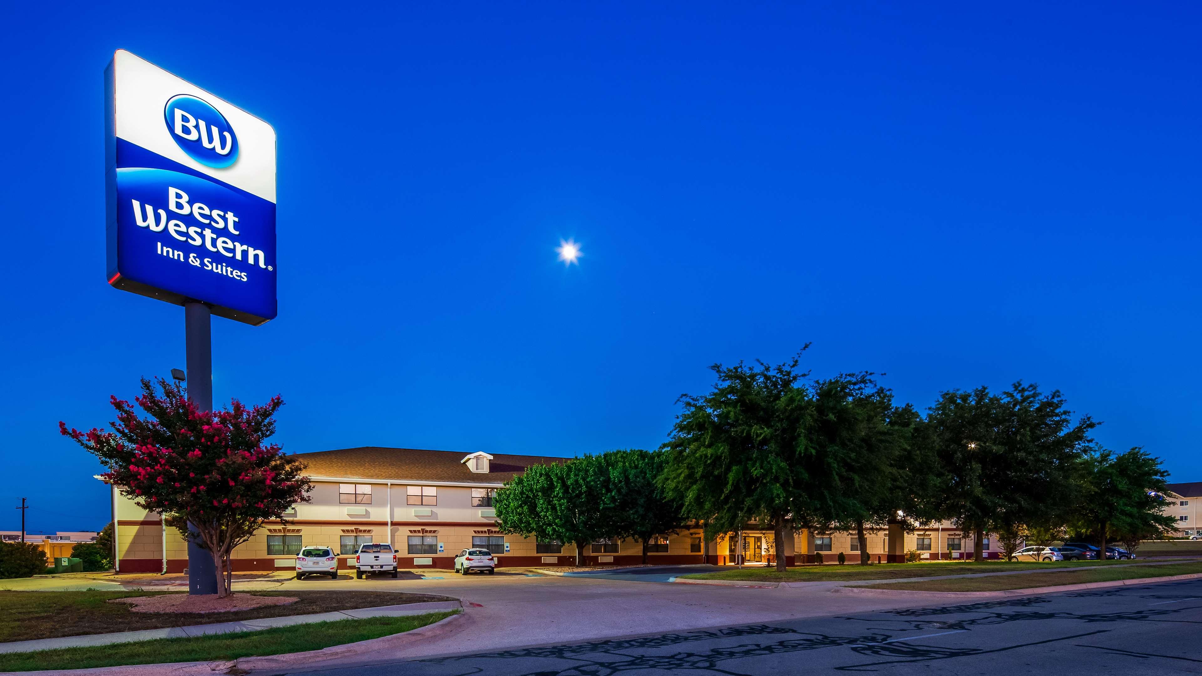 Best Western Inn & Suites image 0