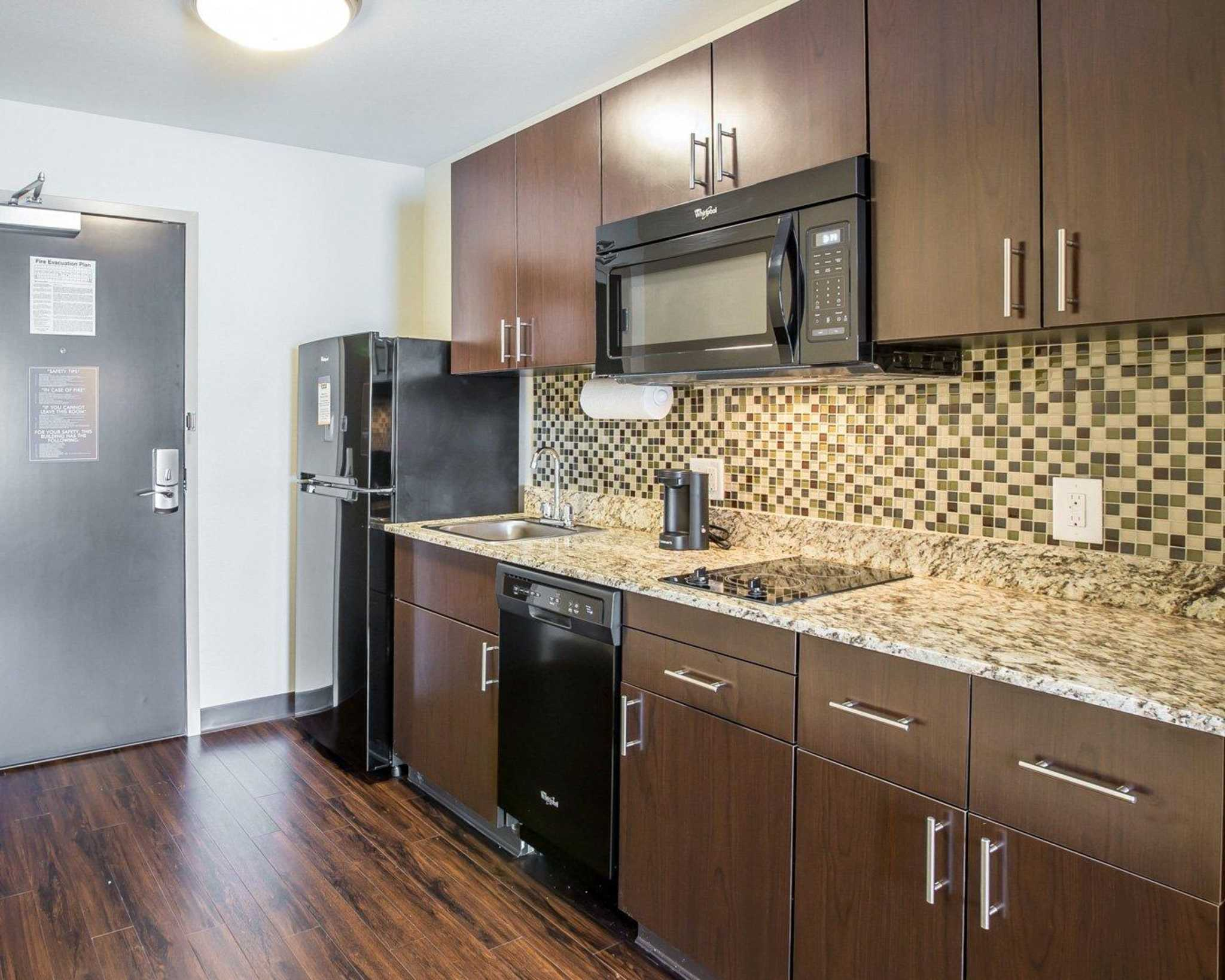 MainStay Suites Cartersville - Emerson Lake Point image 22