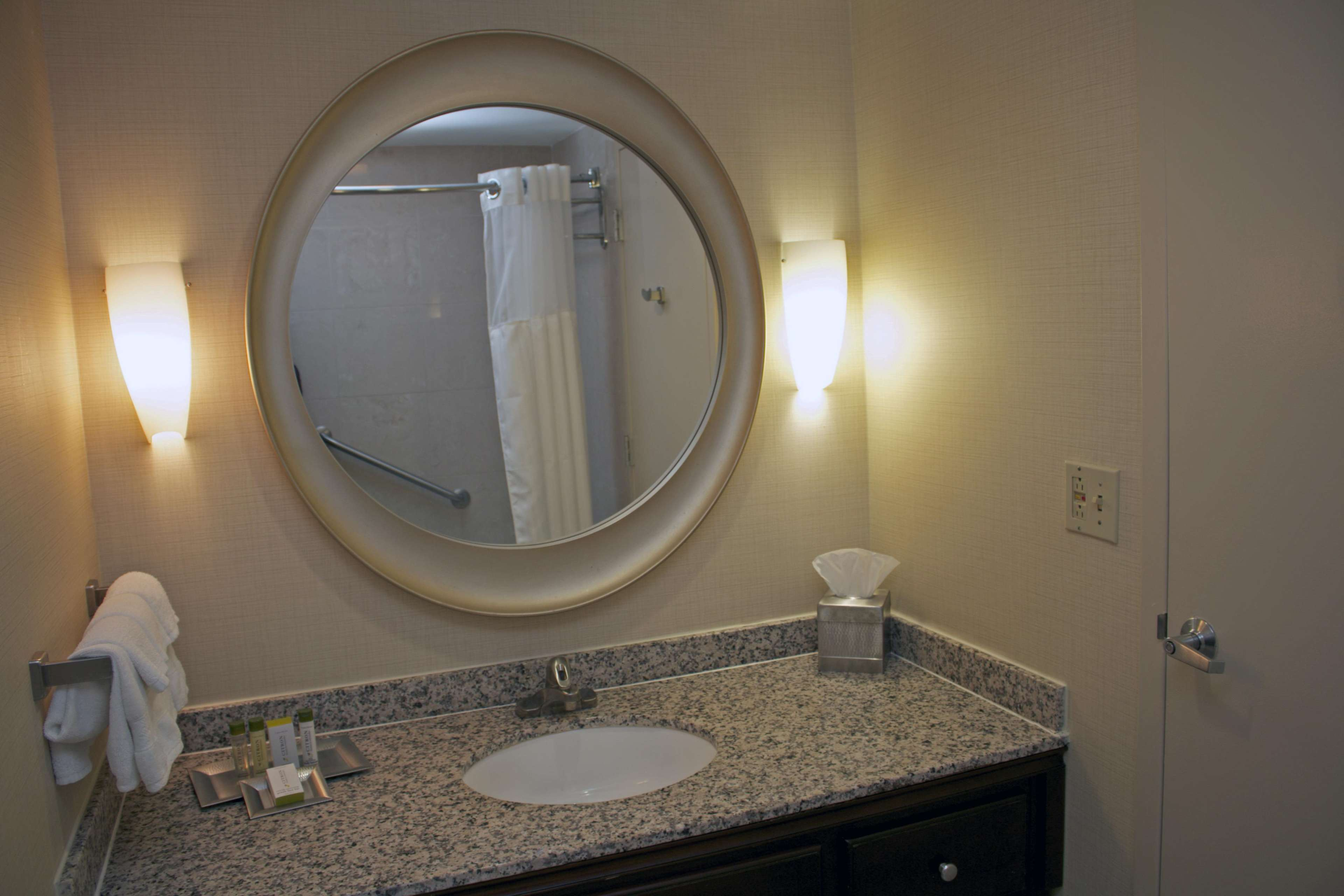 DoubleTree by Hilton Hotel Norfolk Airport image 6