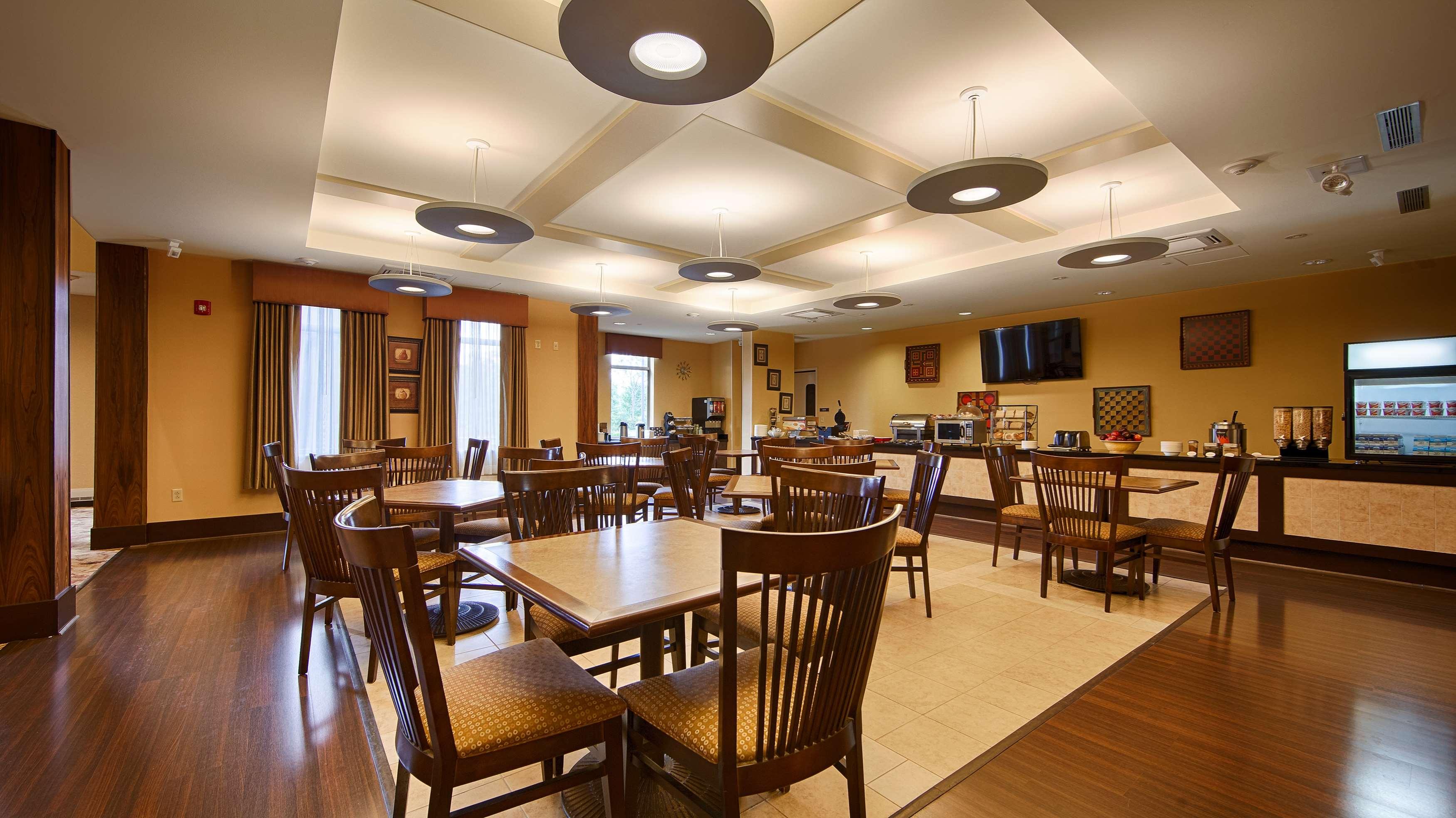 Best Western Plus University Park Inn & Suites image 25