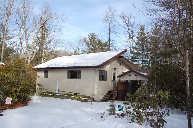 3 bedroom/2 bath plus loft.  Walk to tennis within 5 minutes!  For details call us at 800-521-3712