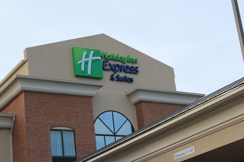 Holiday Inn Express & Suites Niles - ad image
