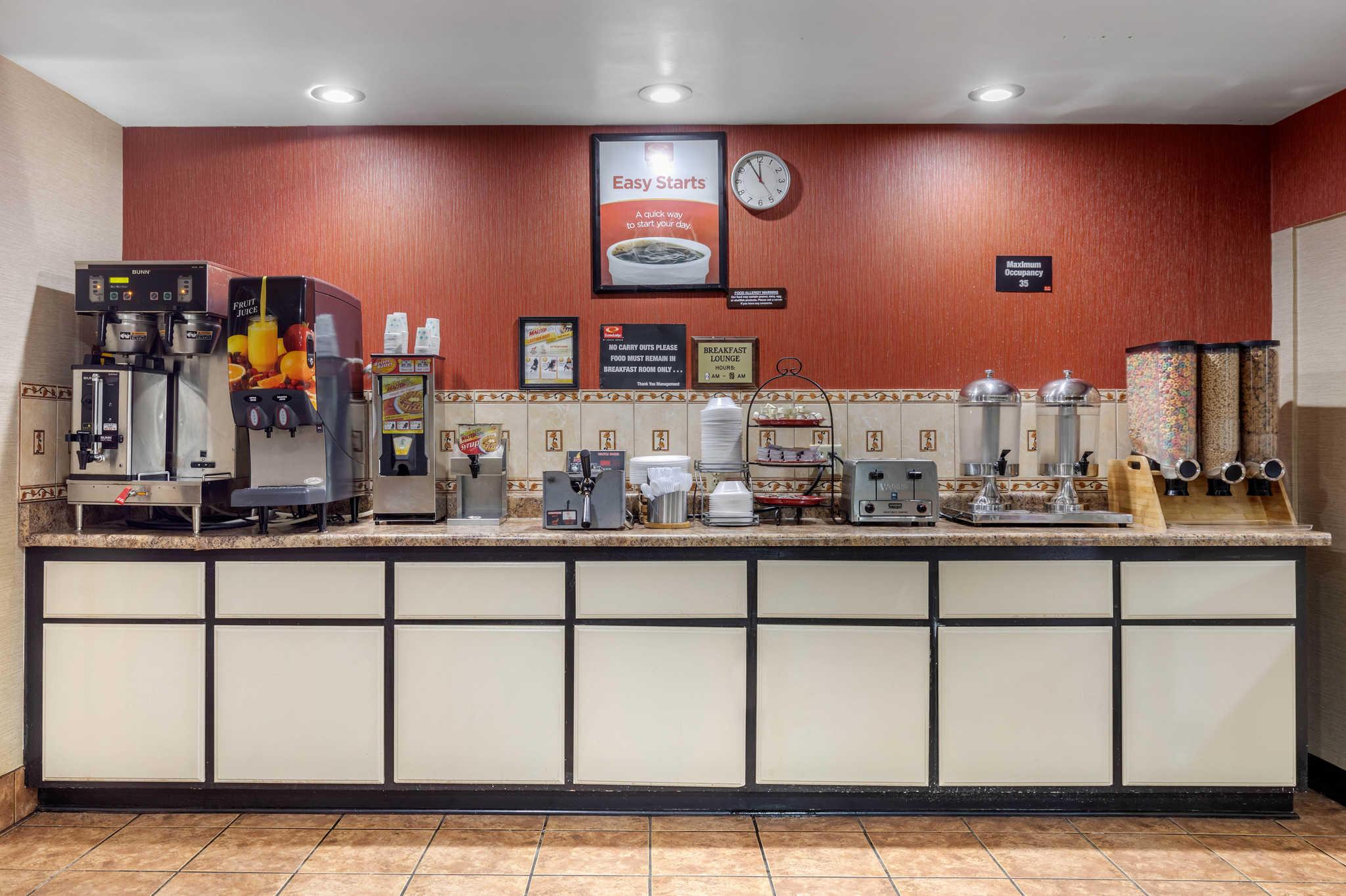 Econo Lodge Milwaukee Airport image 28