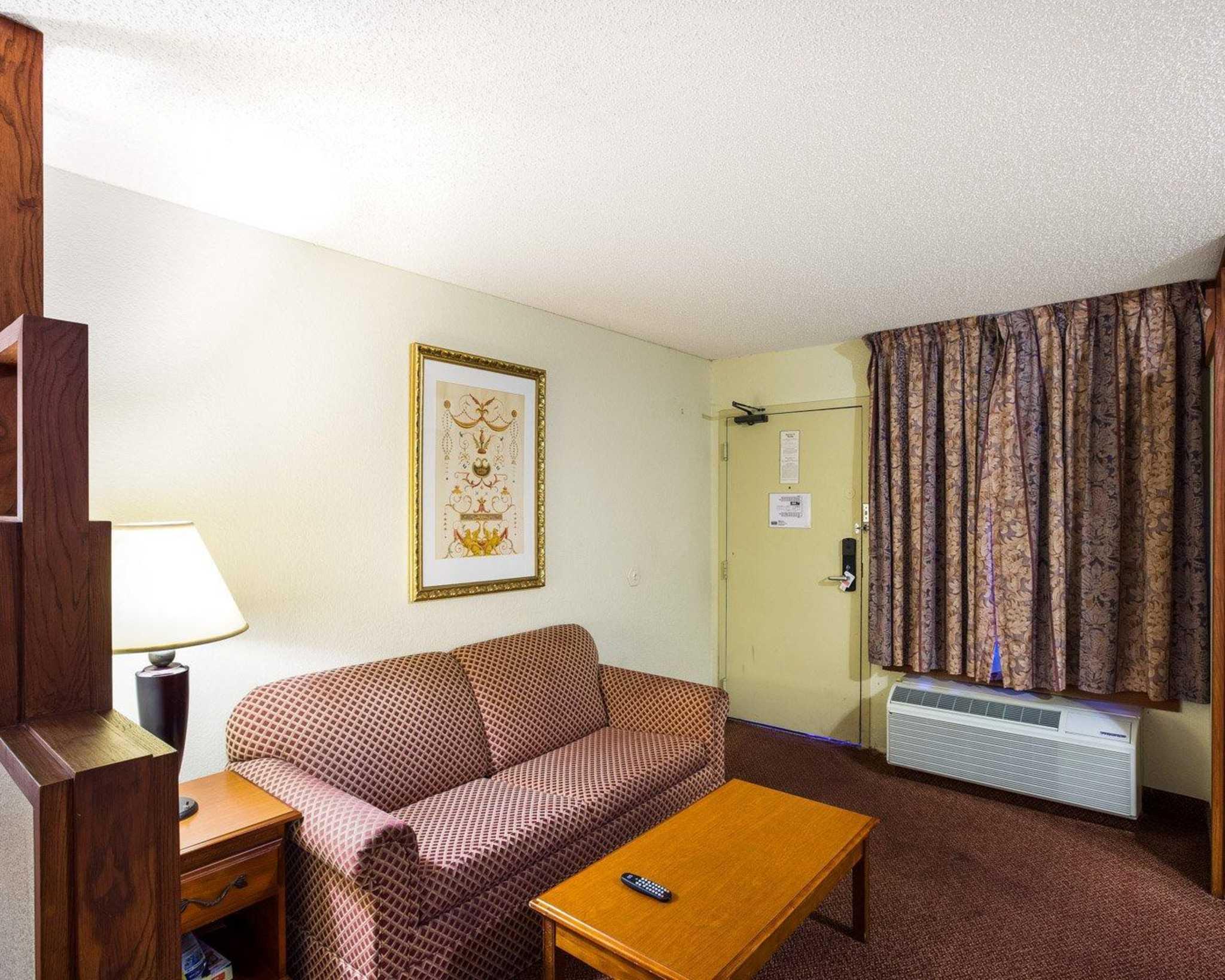 Rodeway Inn & Suites Fiesta Park image 40