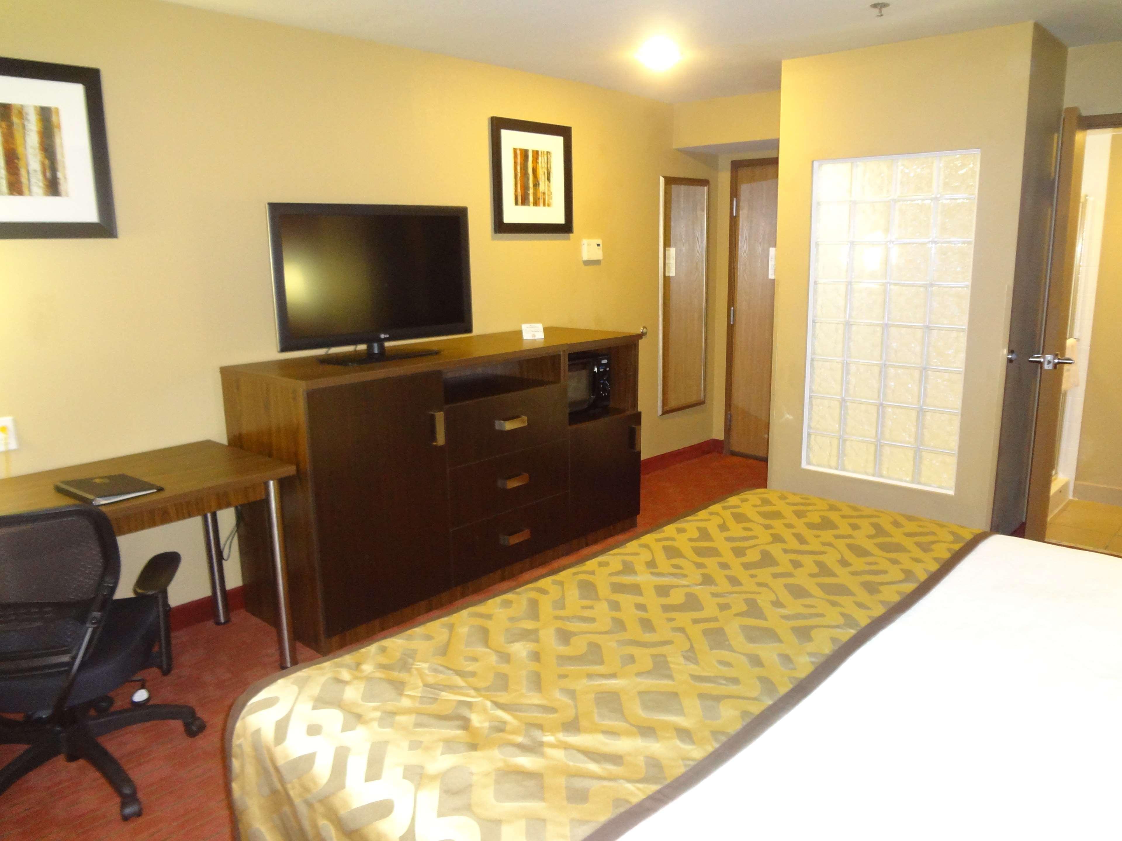 Best Western Plus Woodland Hills Hotel & Suites image 36