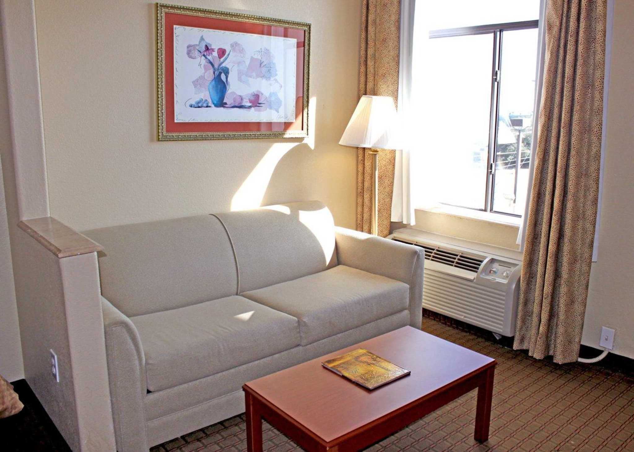 Quality Suites South image 4