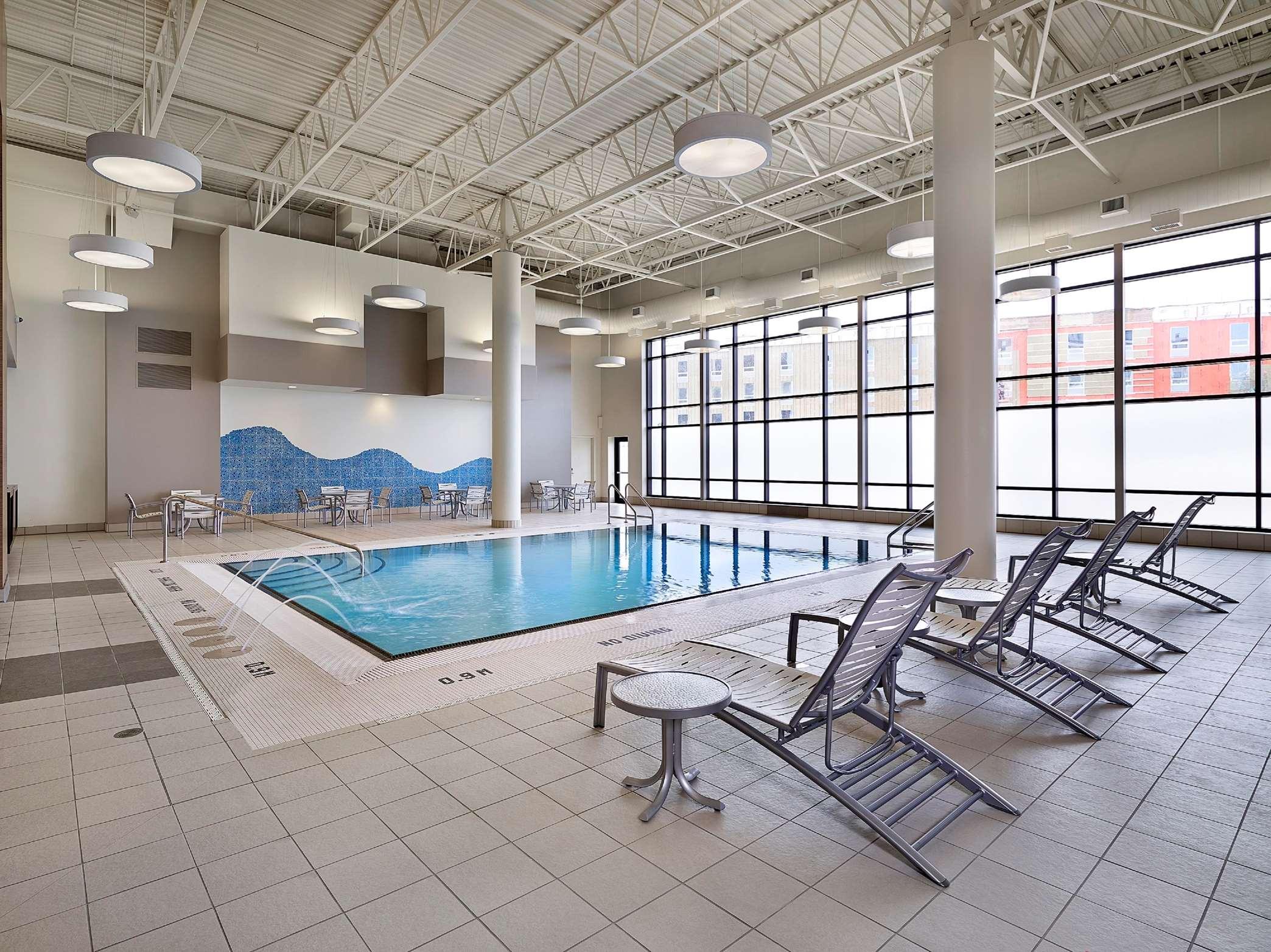 DoubleTree by Hilton Hotel West Edmonton in Edmonton: Pool Area