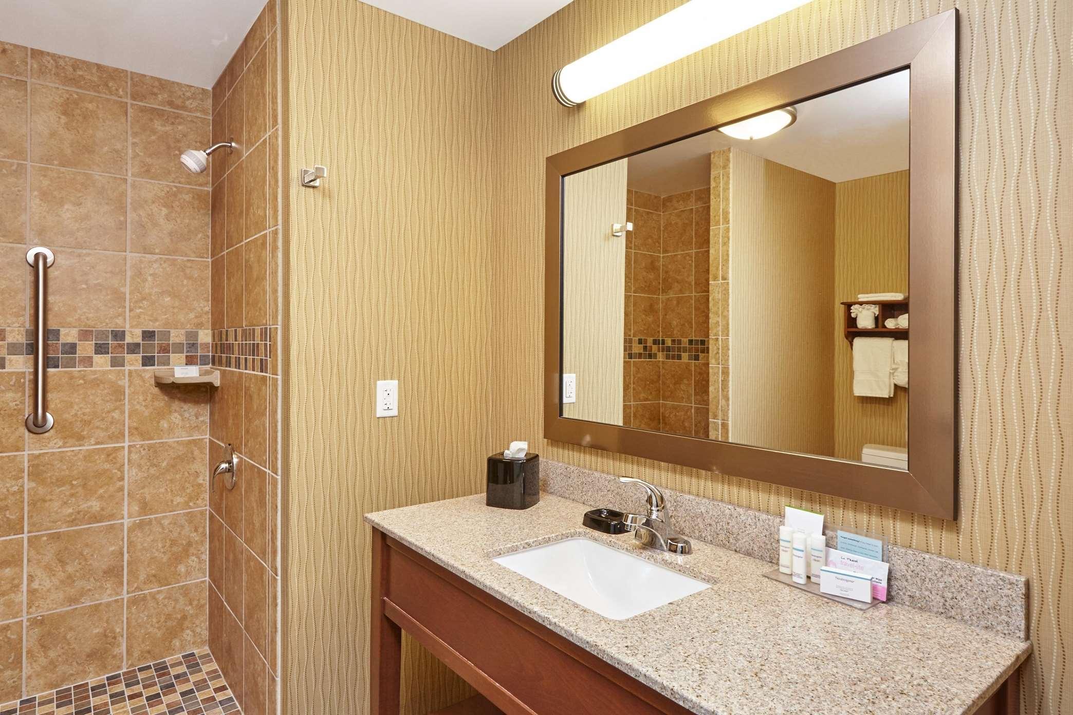 Hampton Inn & Suites Milwaukee/Franklin image 7