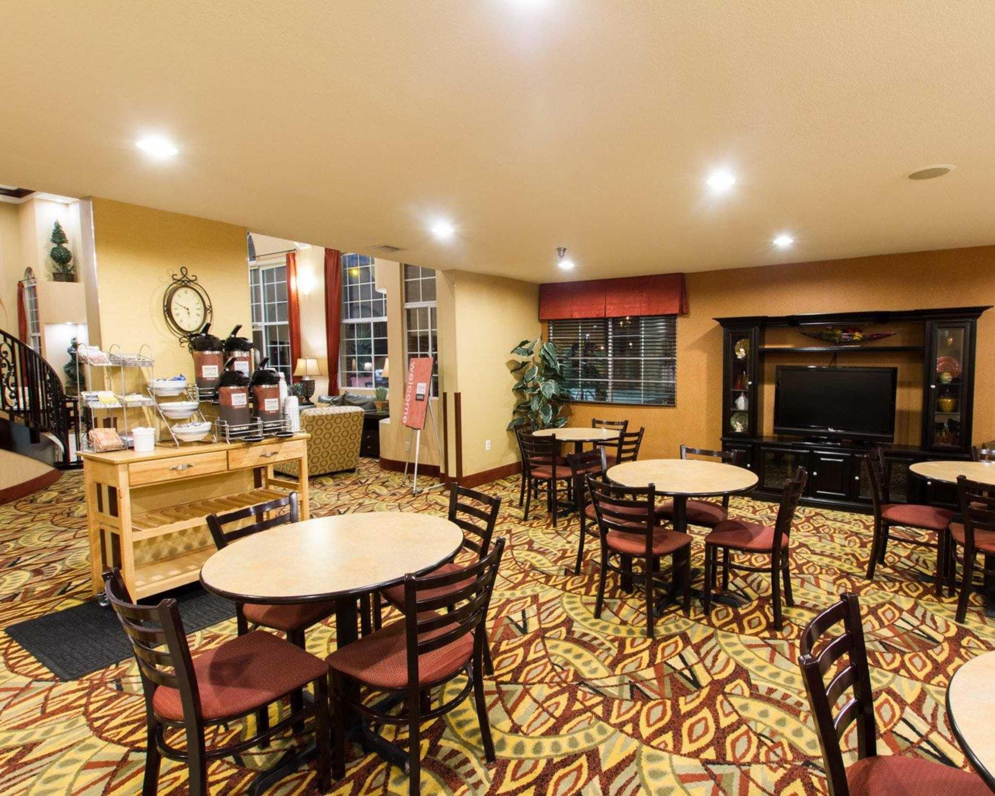 Comfort Suites Phoenix Airport image 14