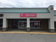 Exterior photo of T-Mobile Store at N New Ballas Rd & Olive Blvd, Creve Coeur, MO
