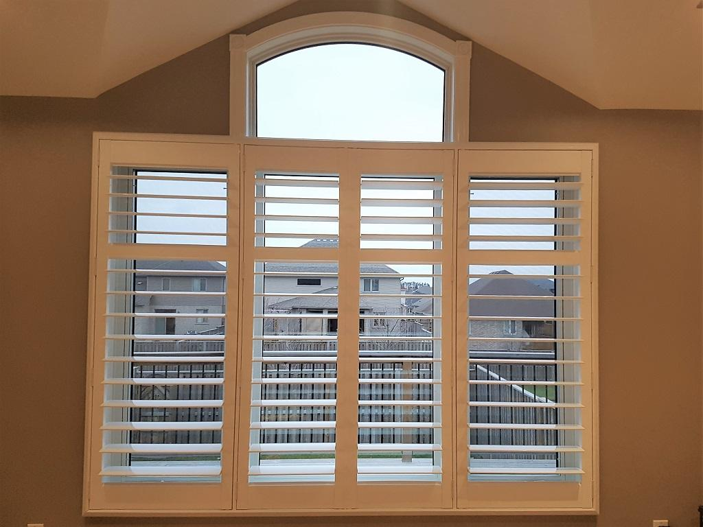 Budget Blinds à Waterloo: These vinyl Shutters don't have a tilt bar. The louvres are all linked together using a high-quality geared system. This is the most clean and contemporary shutter available. This is the second time this client in Breslau has called on Budget Blinds for their window covering needs.