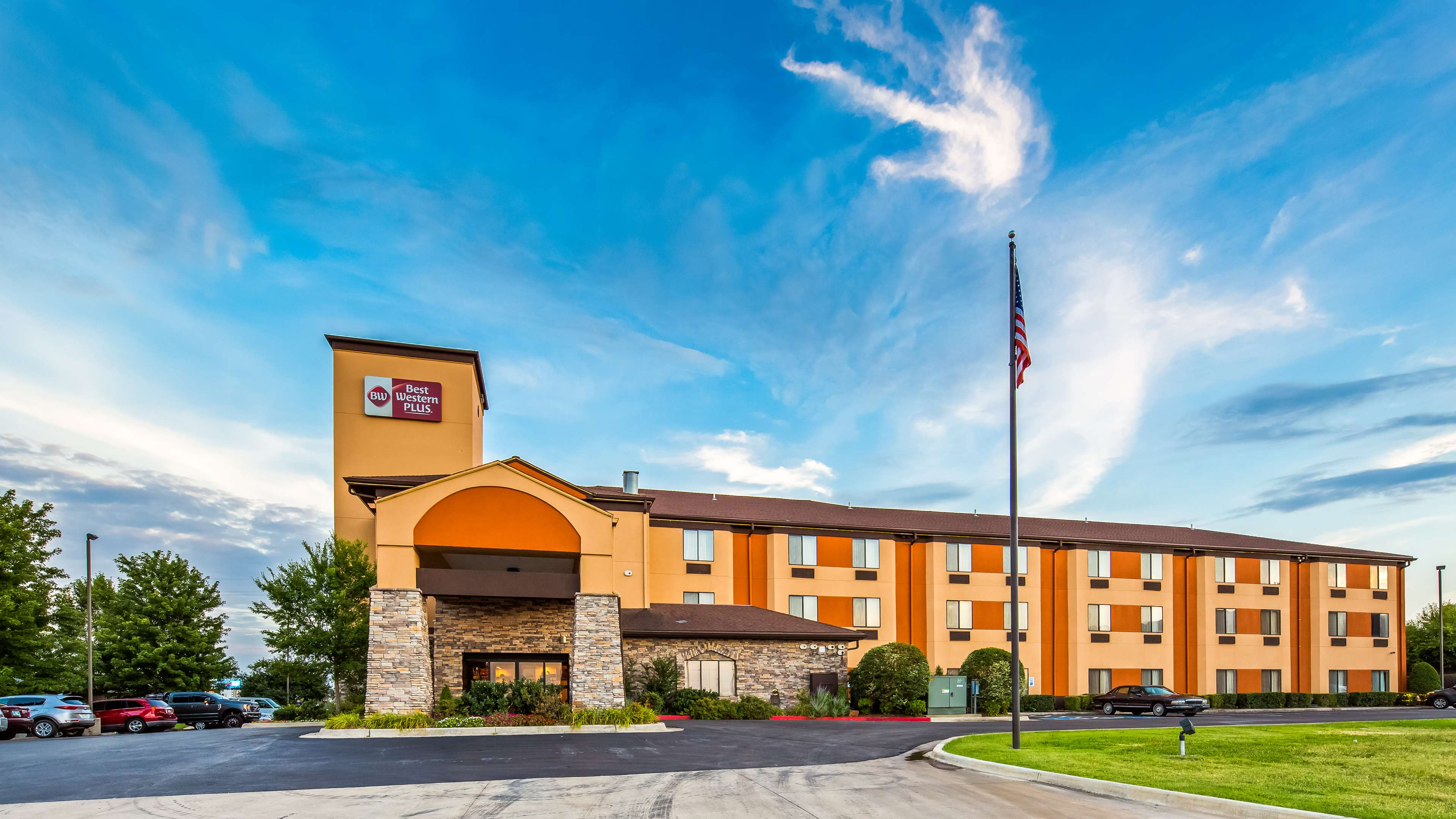 Best Western Plus Woodland Hills Hotel & Suites image 1