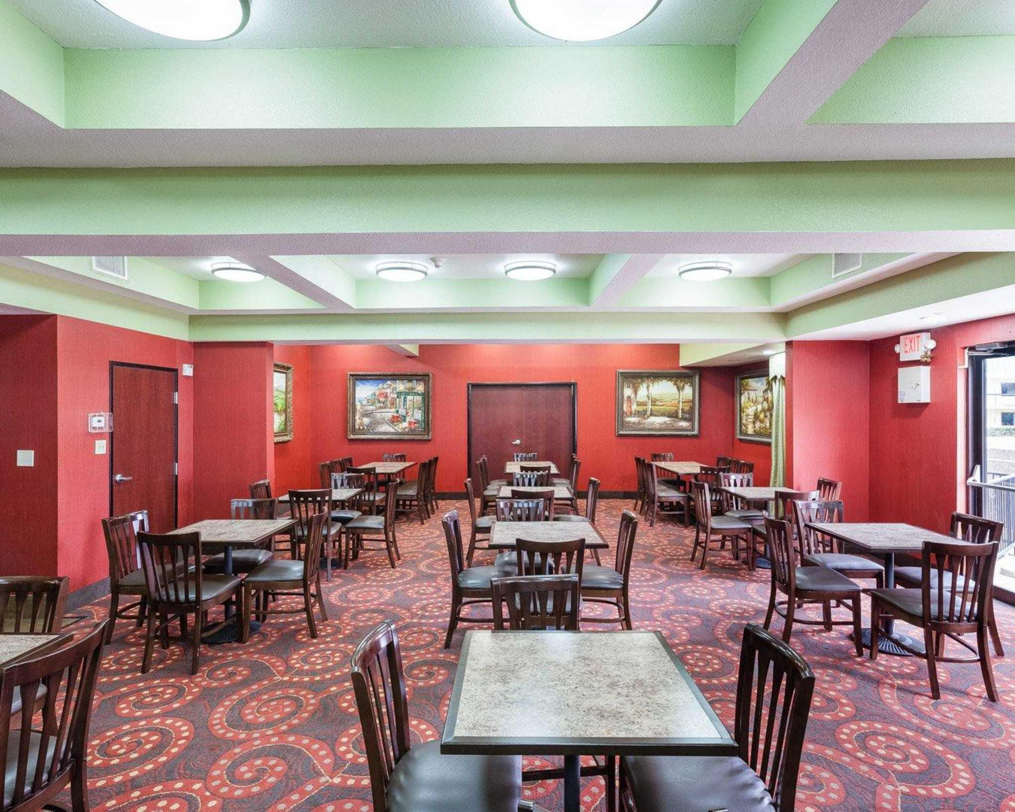 Comfort Inn & Suites Near Medical Center image 15