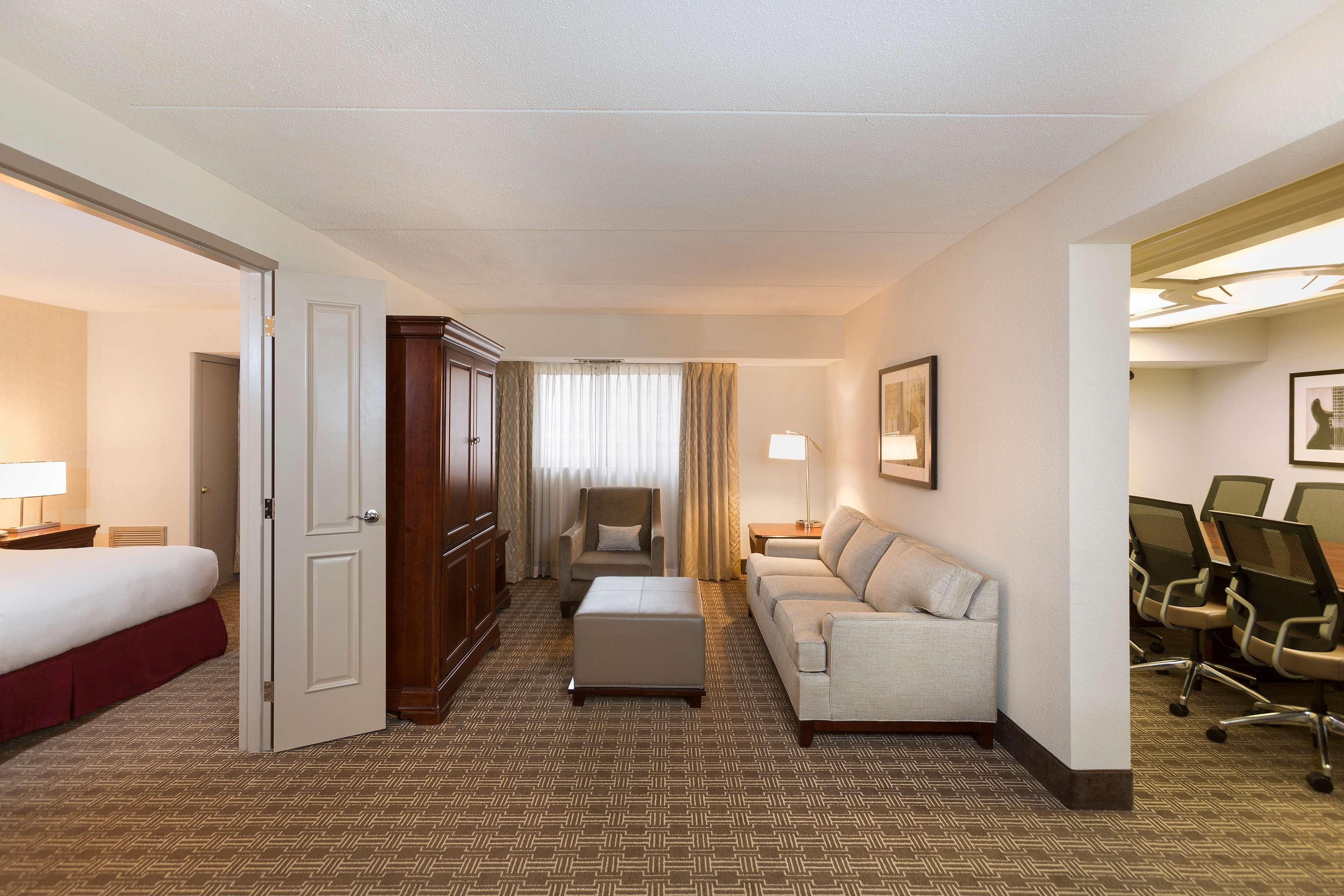 DoubleTree Suites by Hilton Hotel Nashville Airport image 34