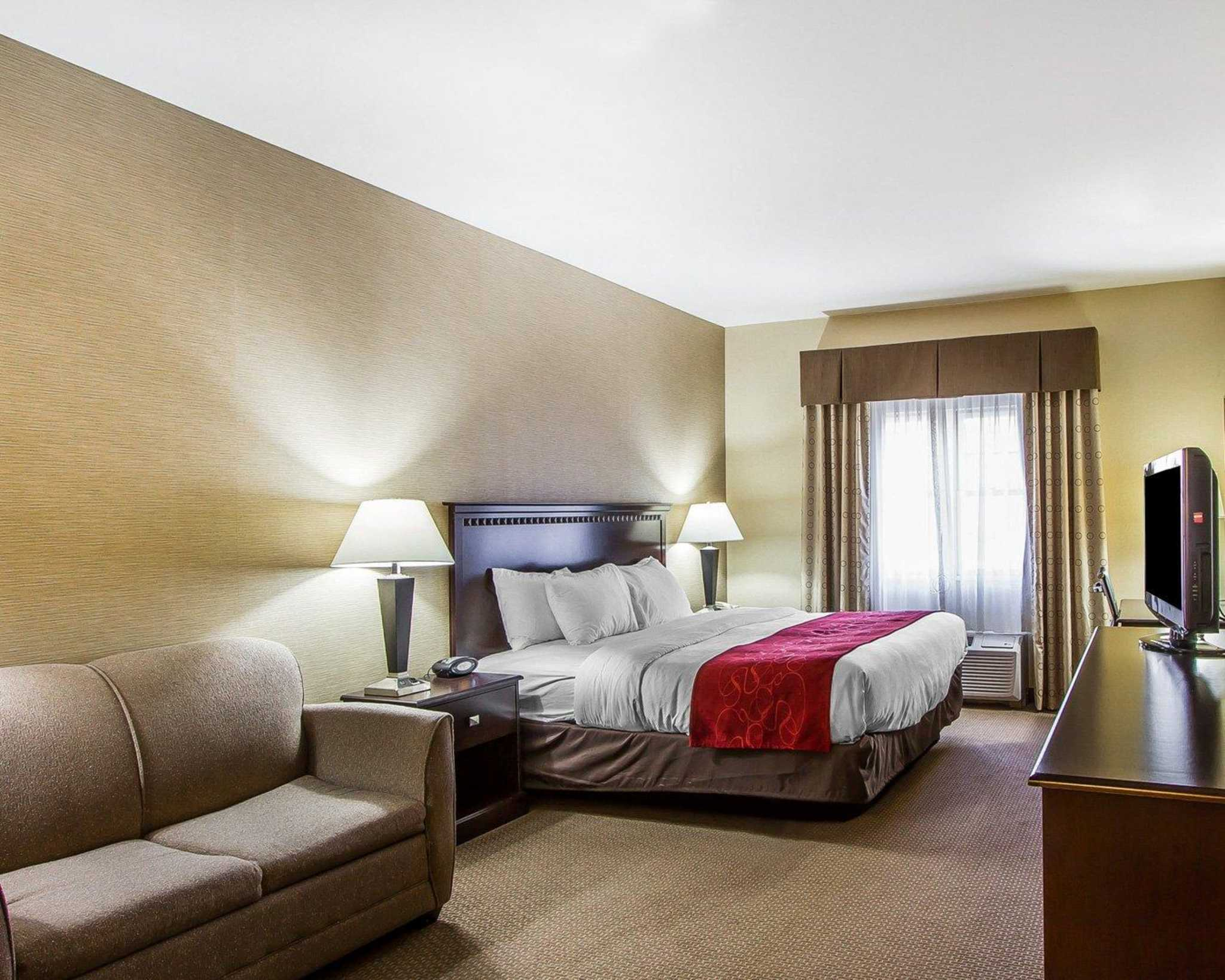 Quality Suites image 16