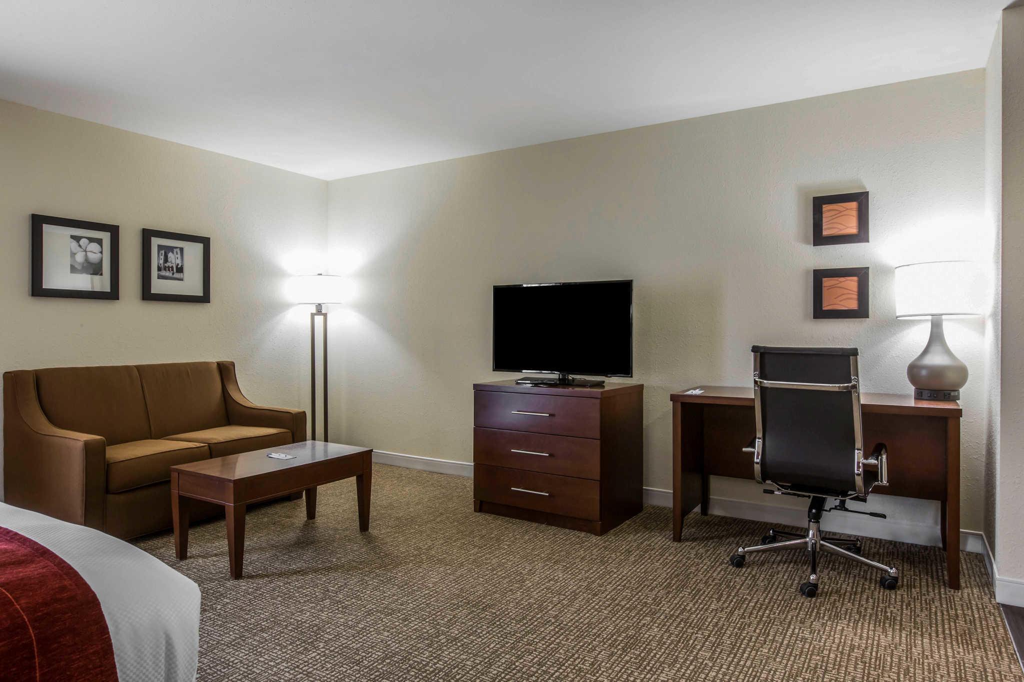 Comfort Inn & Suites West image 25