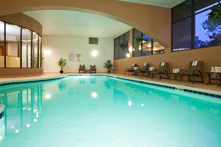 Radisson Hotel Milwaukee West image 2