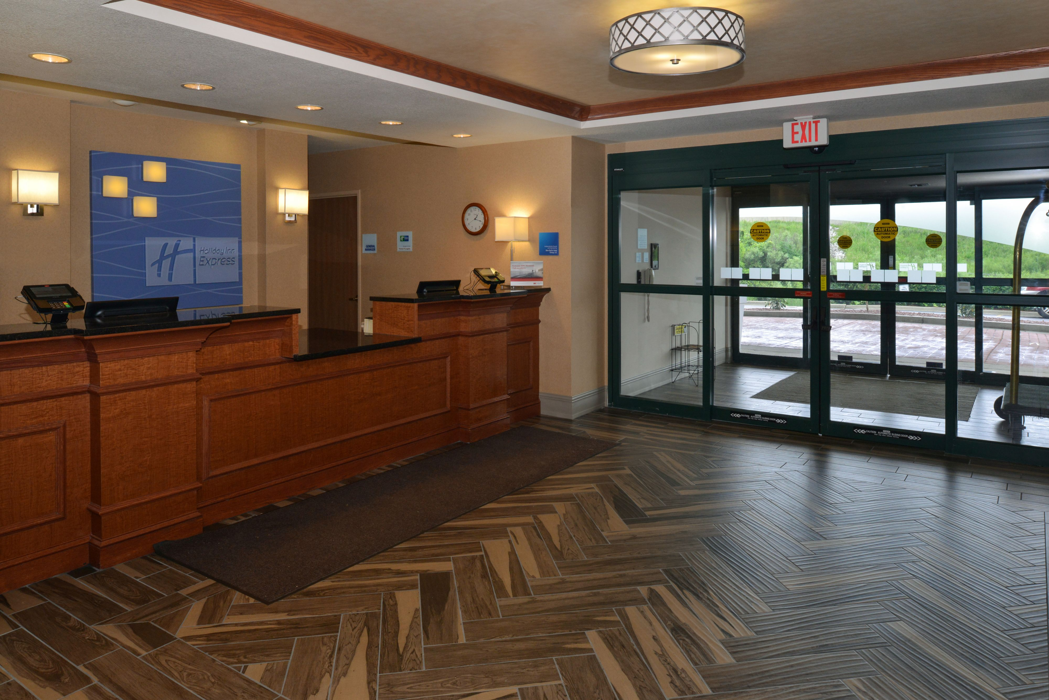 Holiday Inn Express & Suites Milwaukee-New Berlin image 6