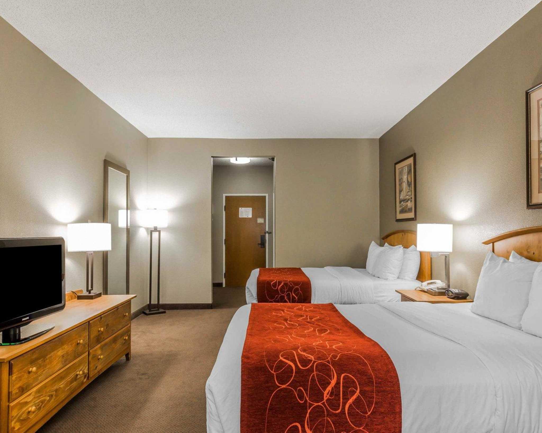 Comfort Suites image 6