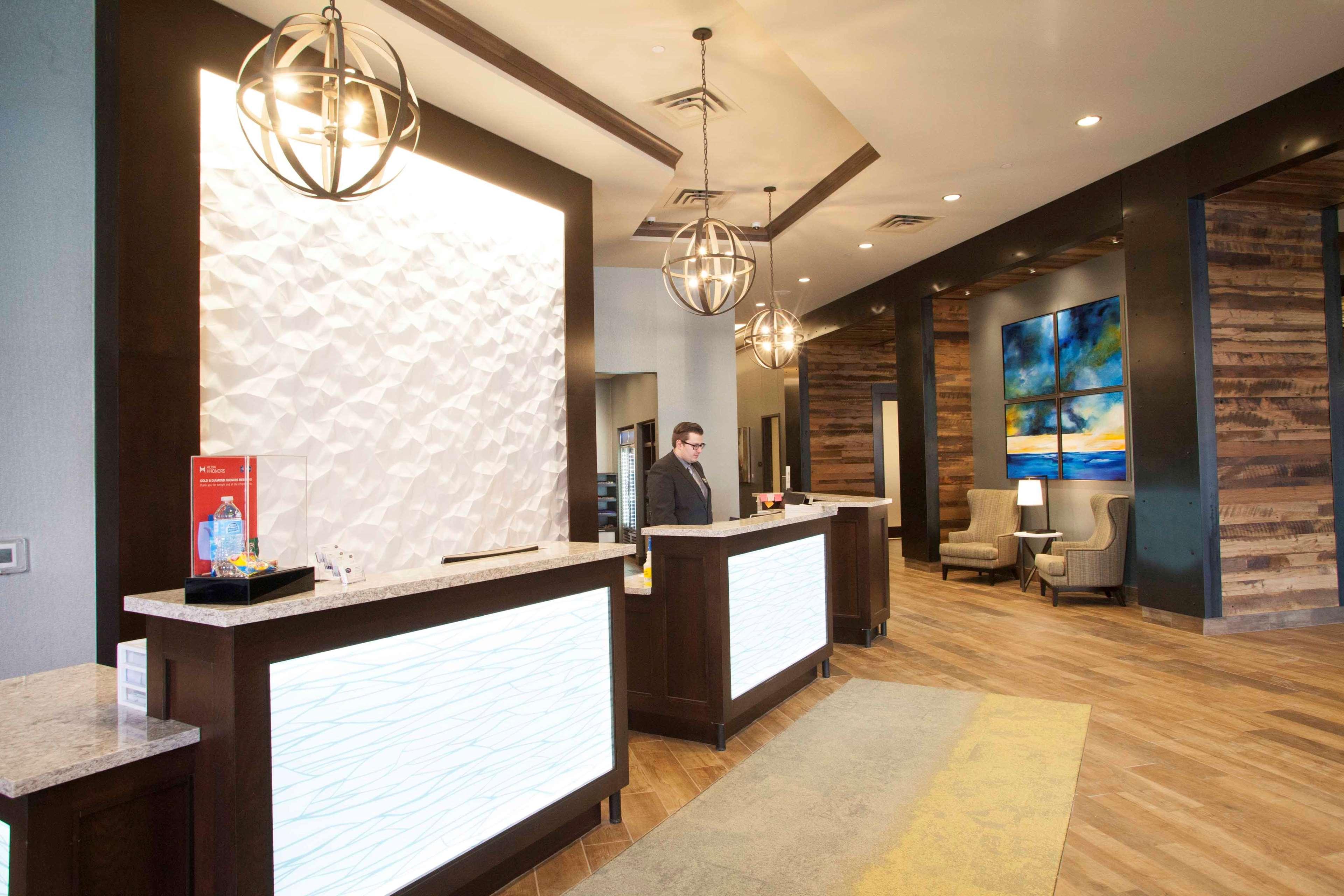 Hampton Inn & Suites Downtown St. Paul image 6