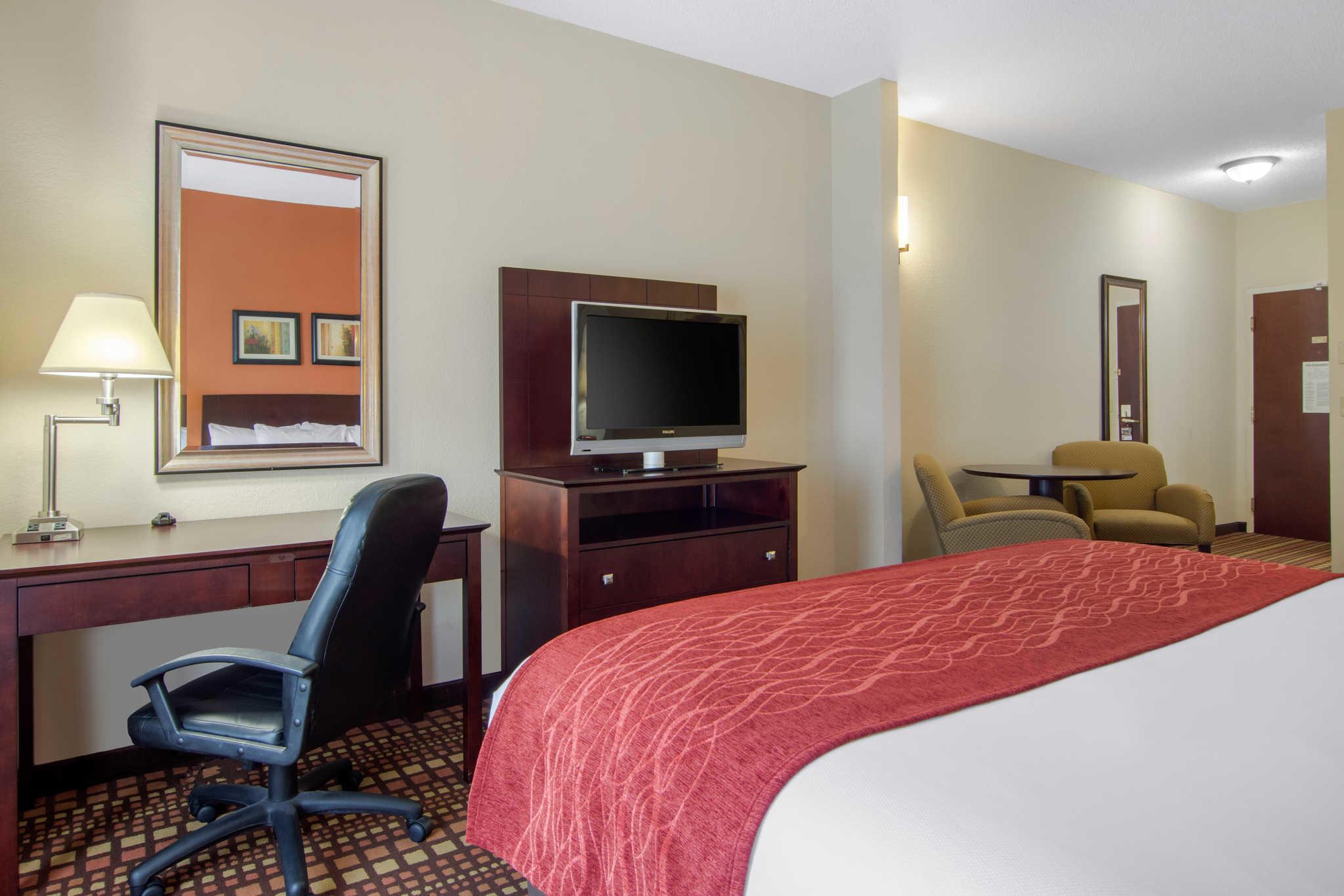 Comfort Inn & Suites image 14