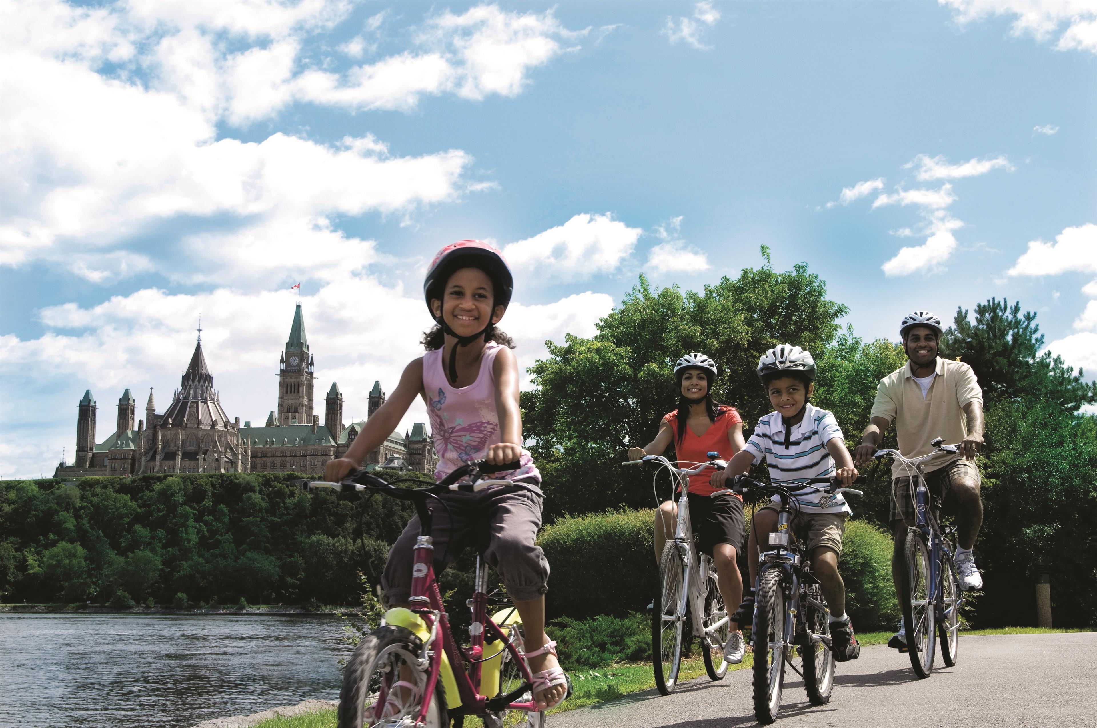 Best Western Plus Gatineau-Ottawa à Gatineau: Family Cycling