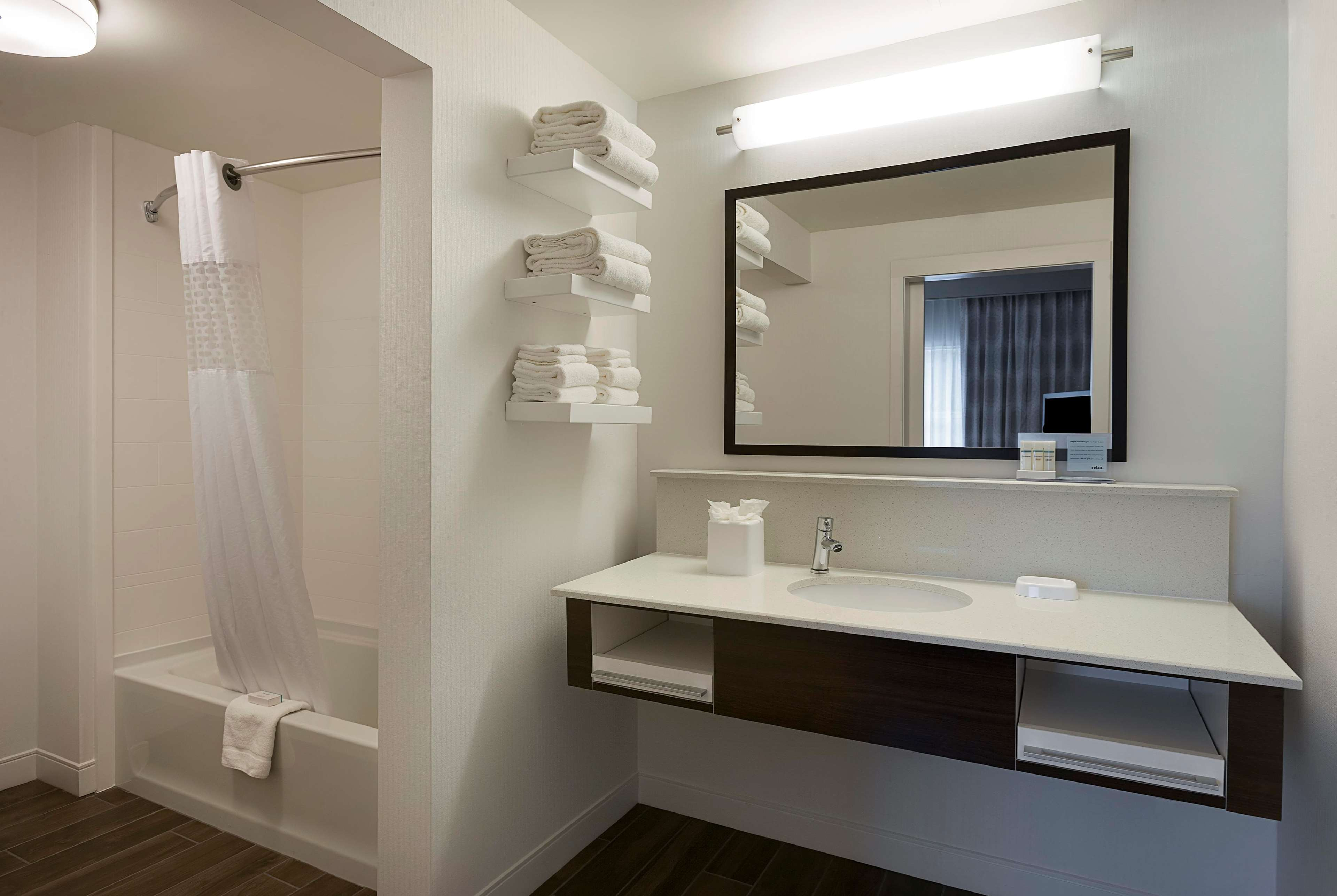 Hampton Inn & Suites Charlotte/Pineville image 1
