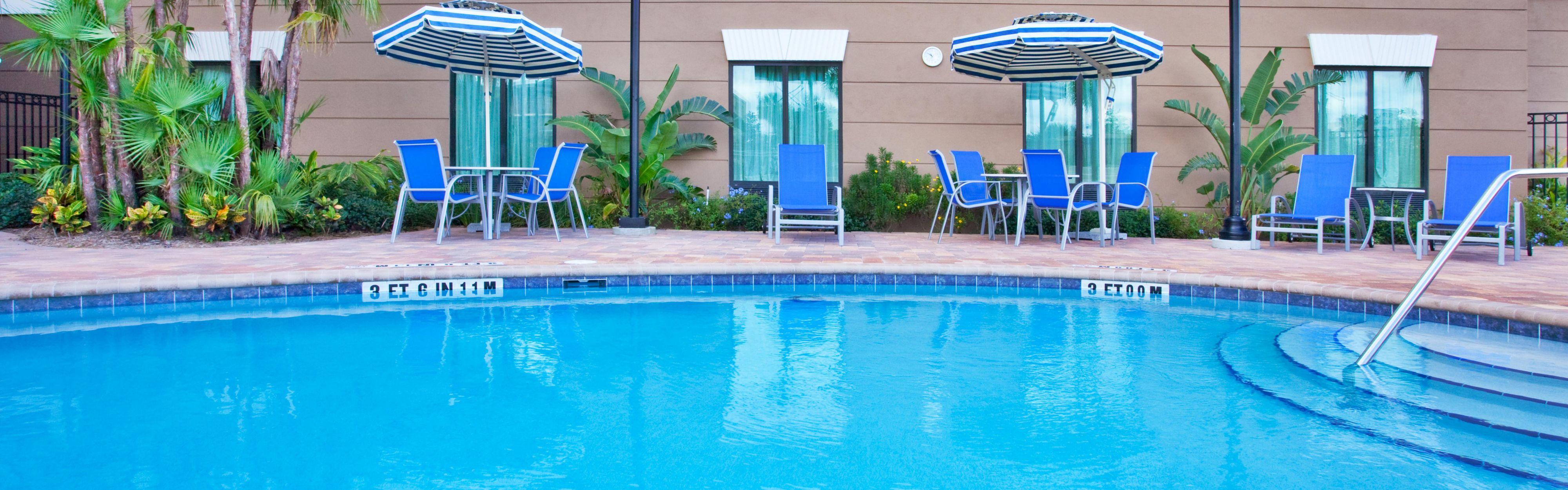 Holiday Inn Express & Suites Orlando - International Drive image 2