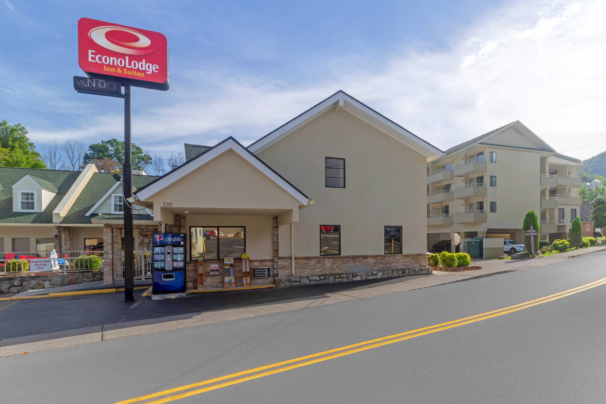 Econo Lodge Inn & Suites at the Convention Center image 4