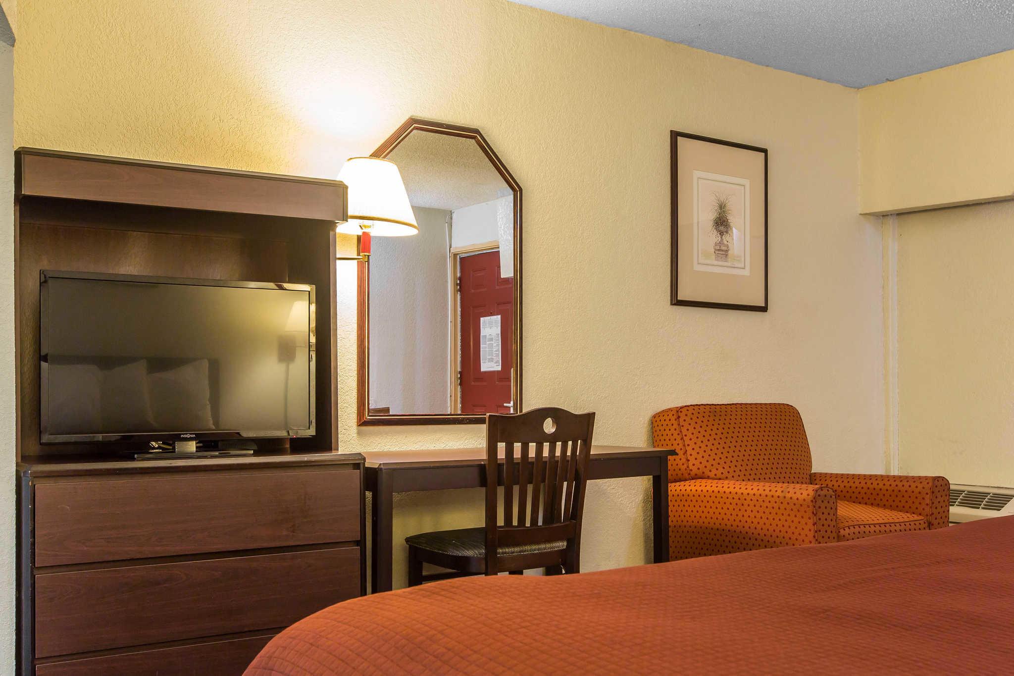 Rodeway Inn & Suites image 18