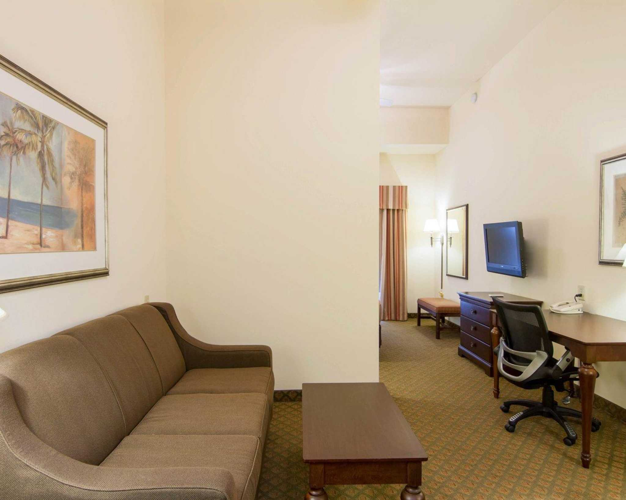 Comfort Inn & Suites Airport image 26