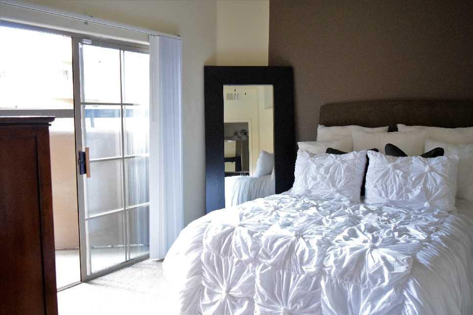 Scottsdale Hozion Apartments image 4