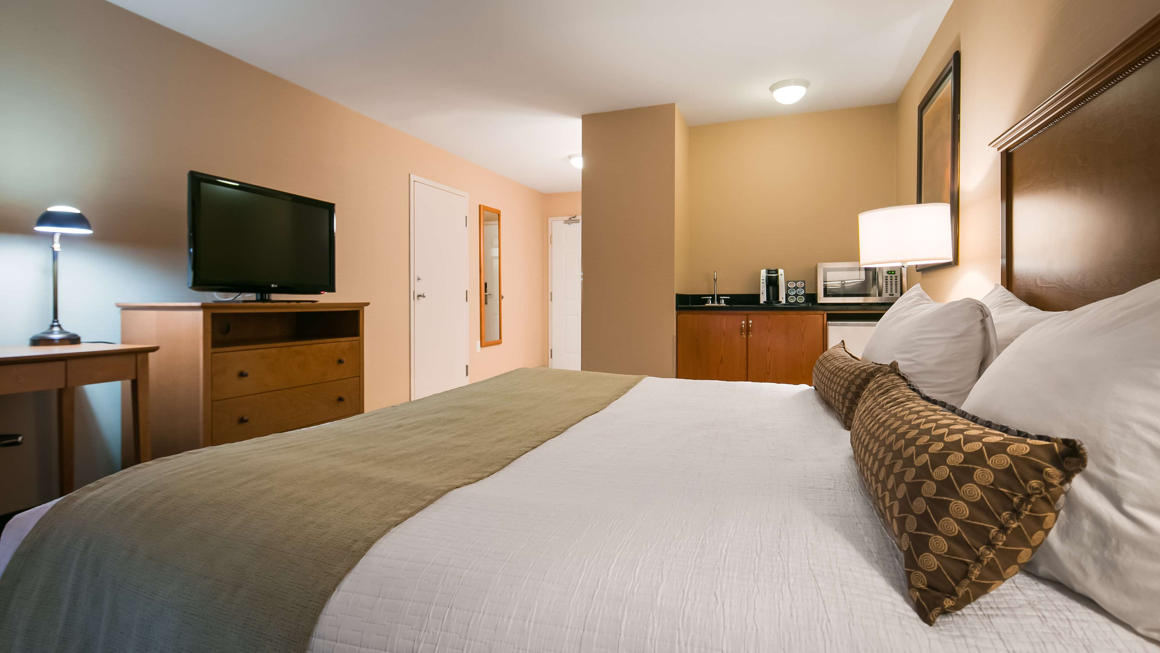 Best Western Plus Mission City Lodge in Mission: Guest Room