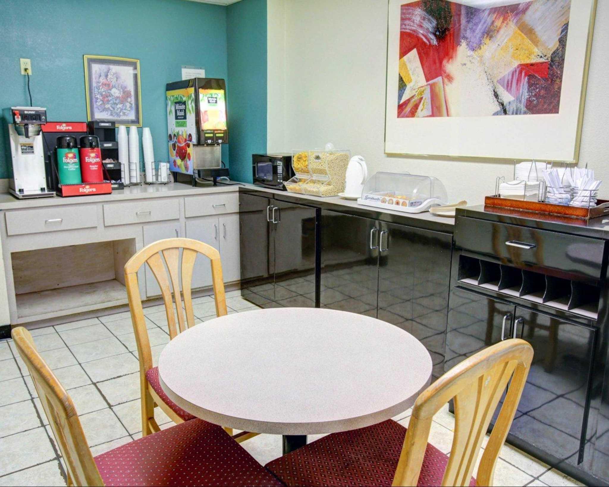 Rodeway Inn image 26