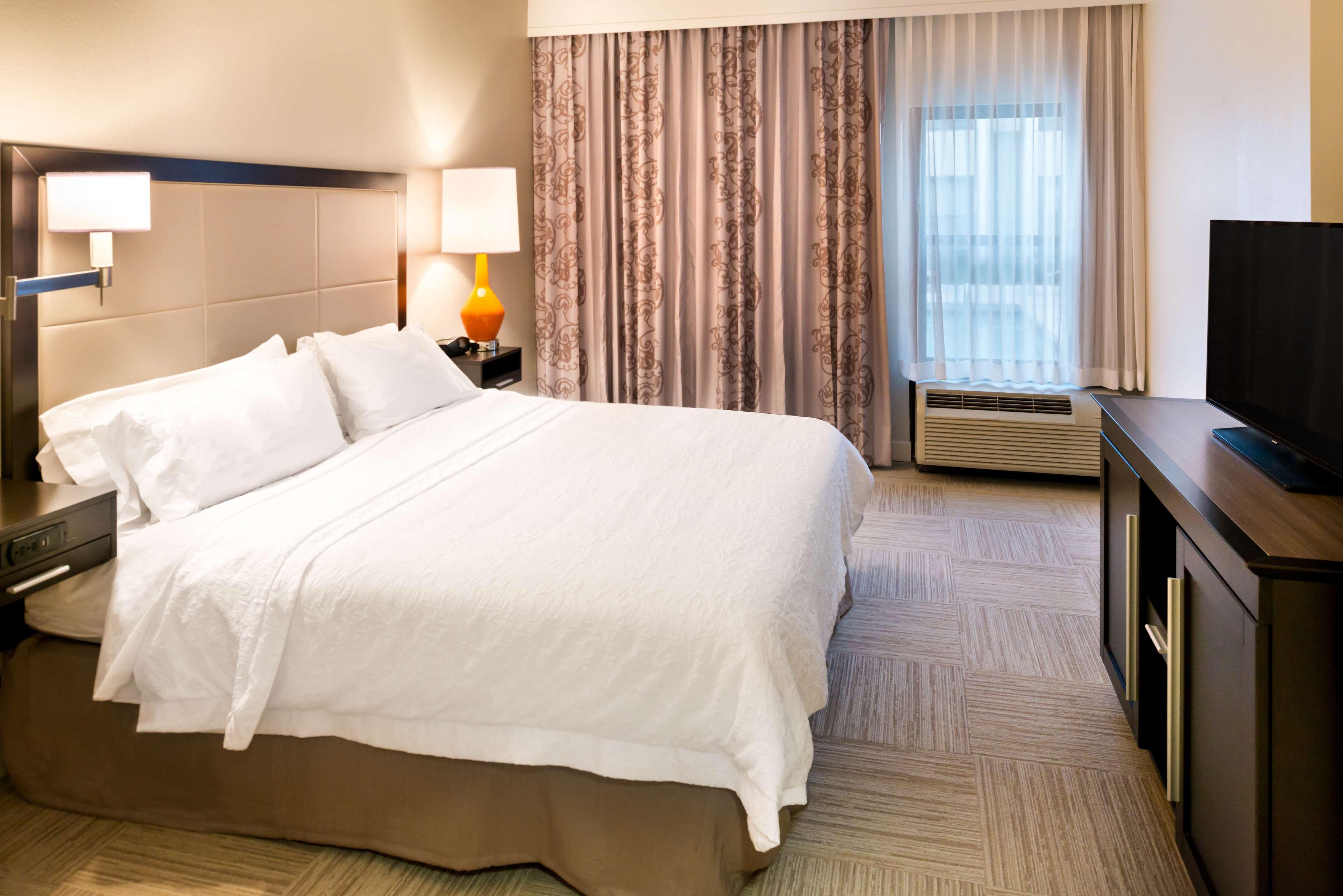 Hampton Inn & Suites Orlando/East UCF Area image 18