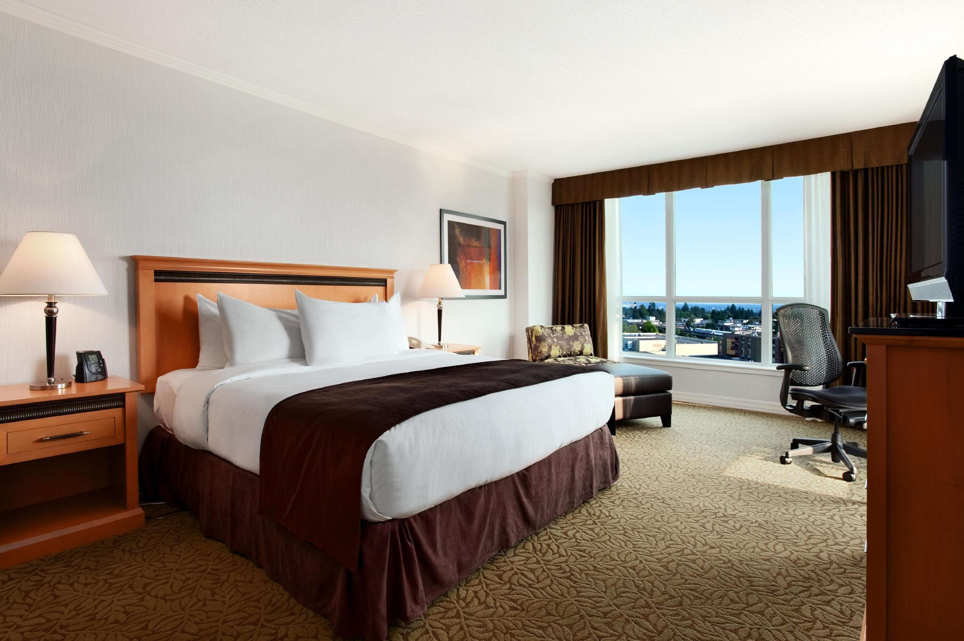 Hilton Vancouver Metrotown in Burnaby: 1 King Bed Deluxe Room