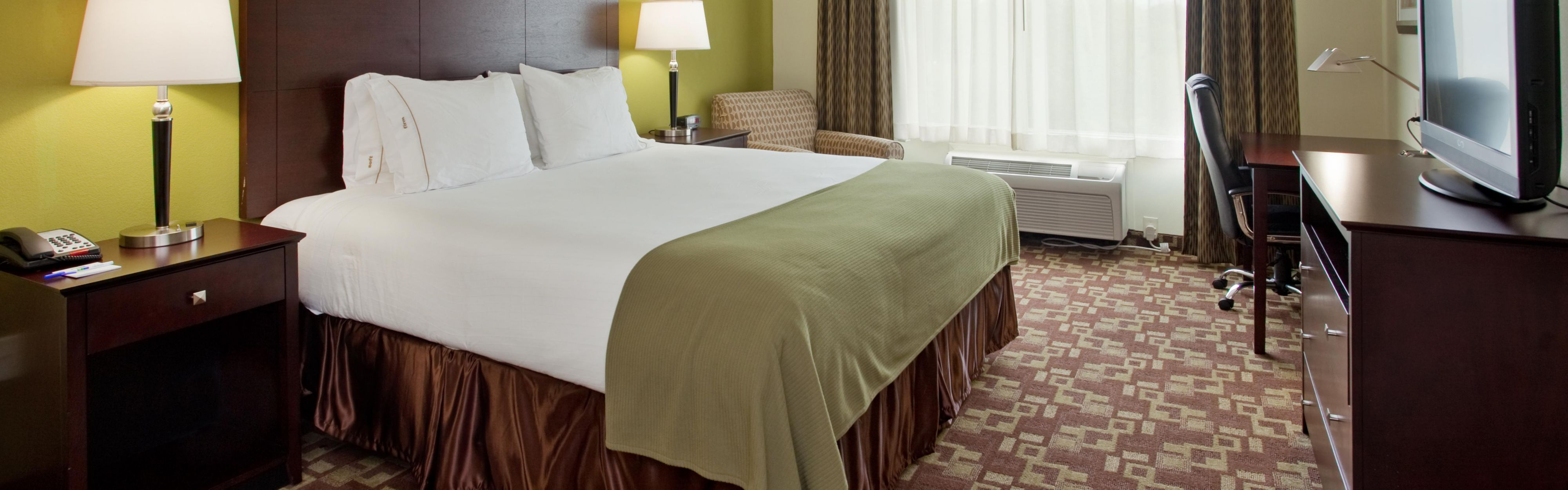 Holiday Inn Express & Suites Kansas City Sport Complex Area image 1