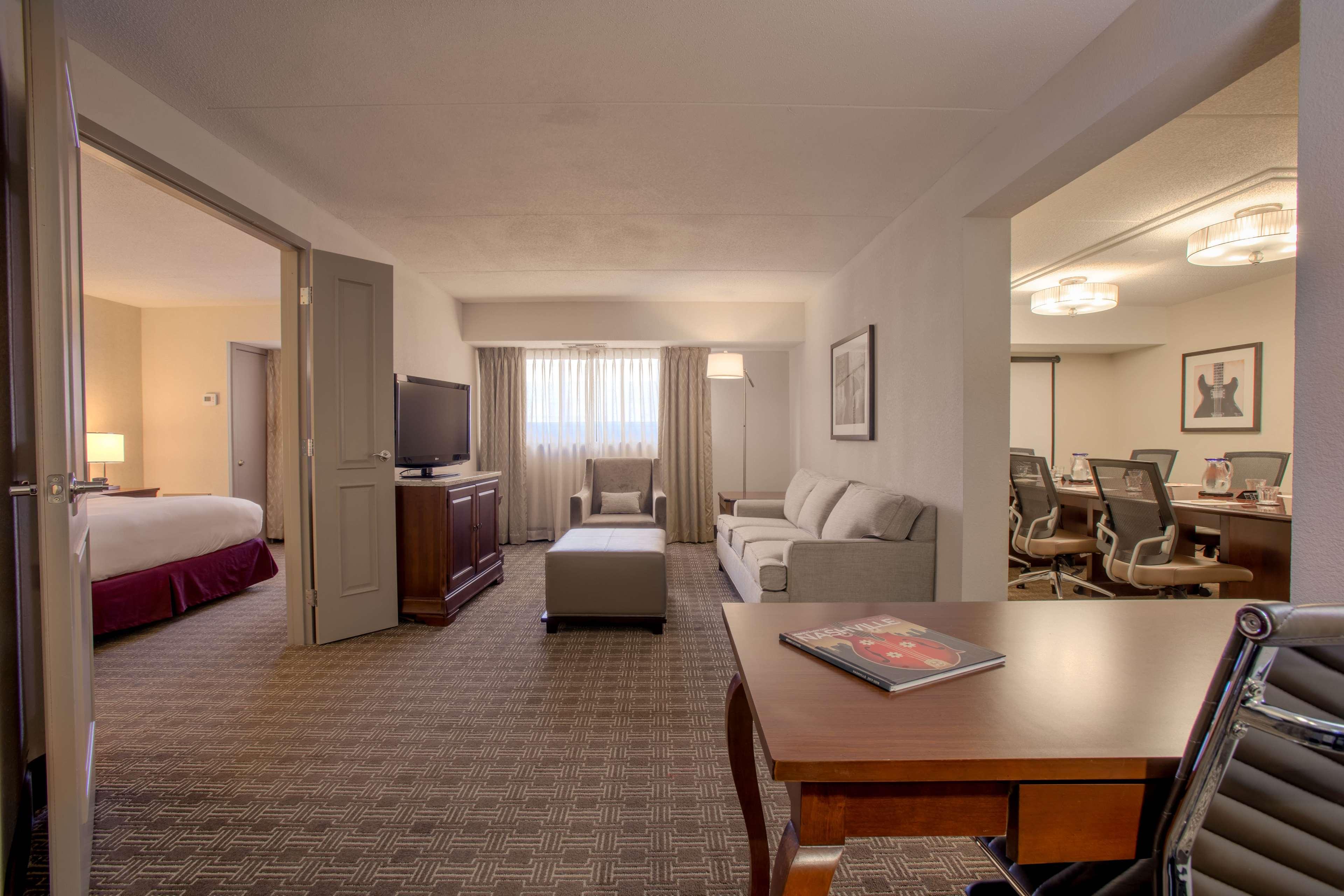 DoubleTree Suites by Hilton Hotel Nashville Airport image 37