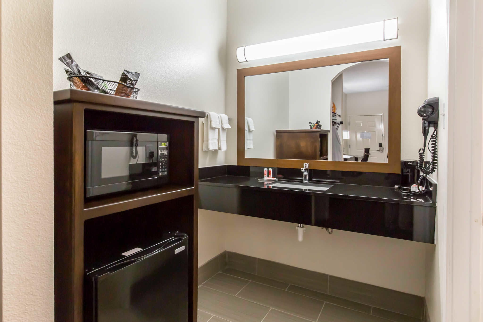 Econo Lodge Inn & Suites Spring - Houston North image 5