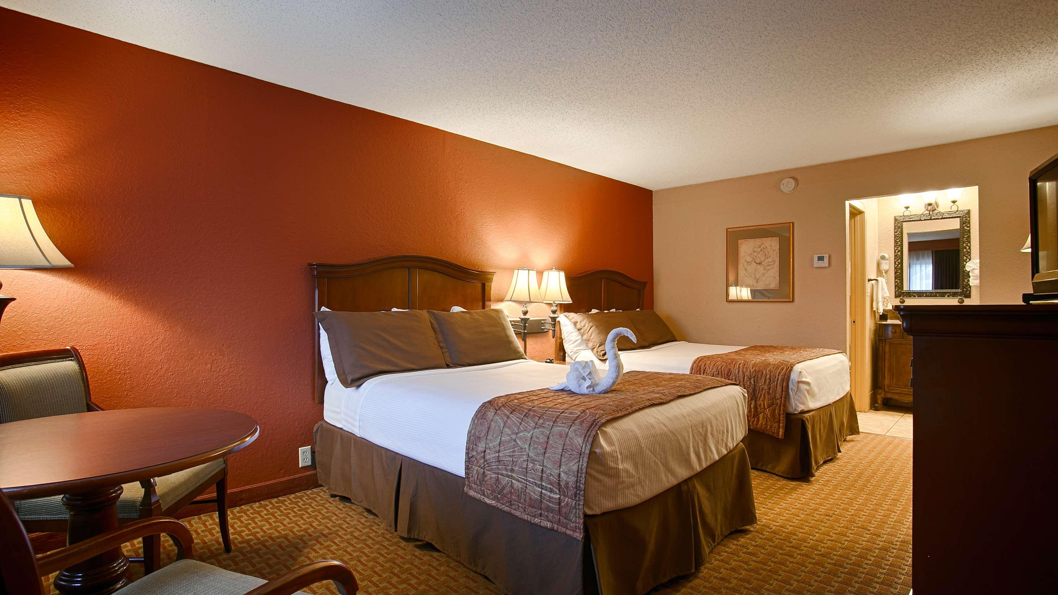 Best Western Plus Landing View Inn & Suites image 6