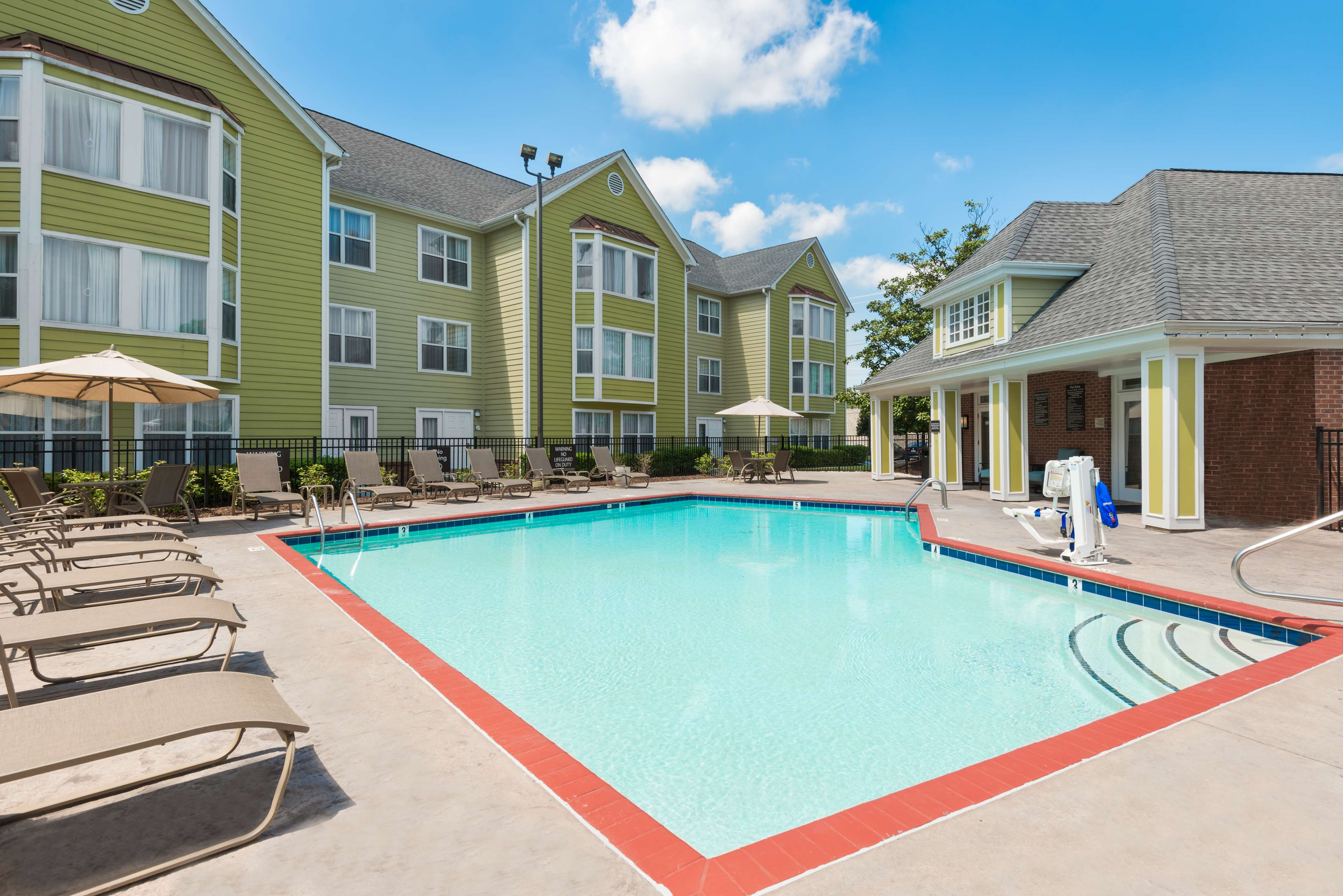 Homewood Suites by Hilton Charlotte-North/Univ Research Park image 4