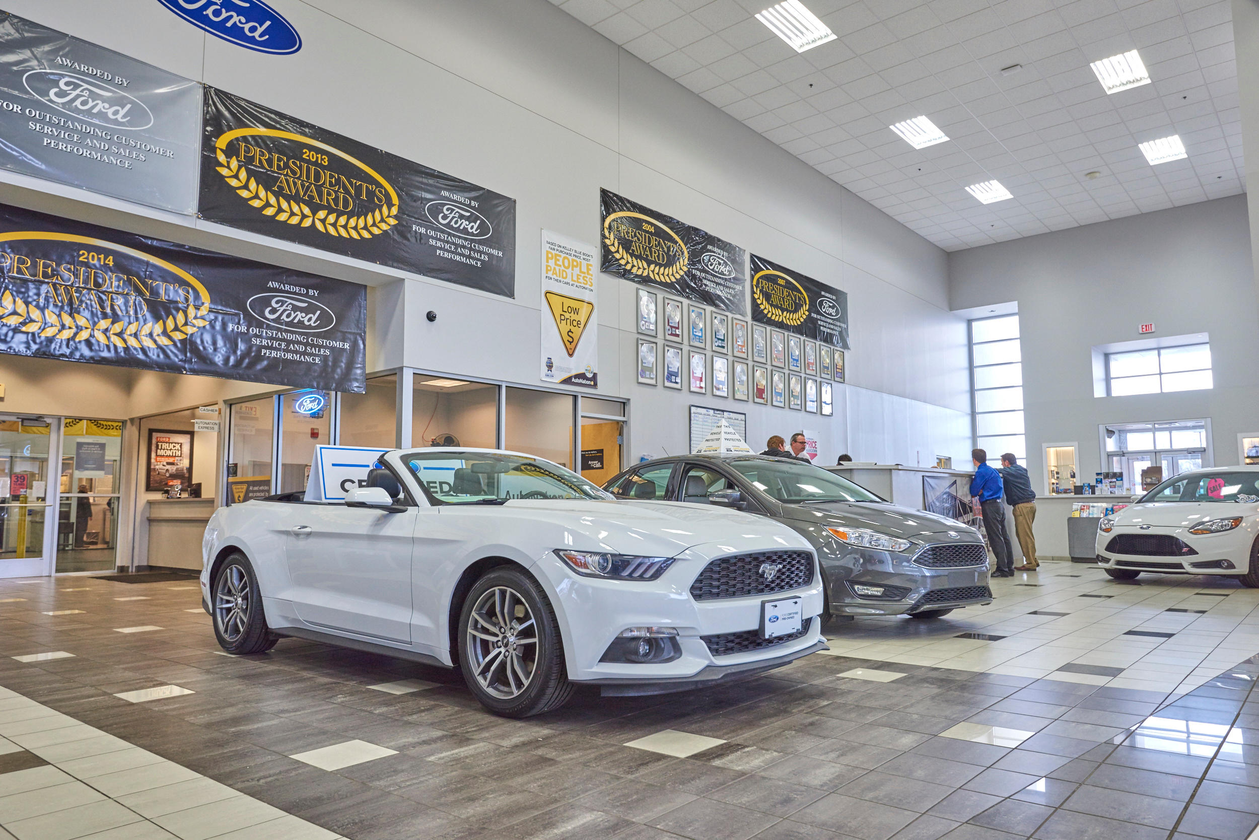Autonation ford north canton at 5900 whipple avenue north for Royal family motors canton